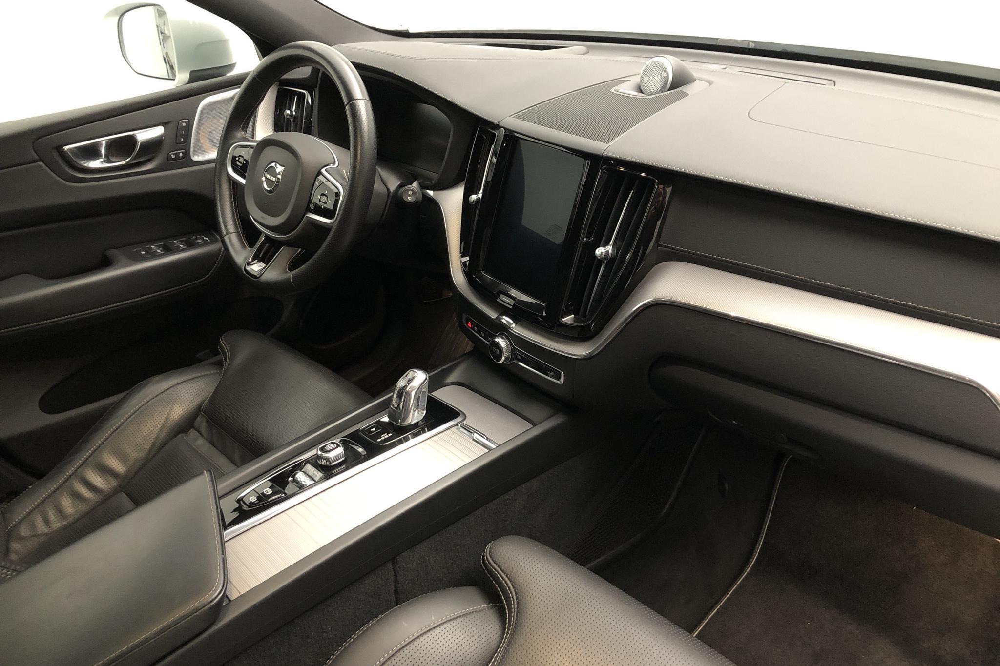 Volvo XC60 T8 AWD Twin Engine (390hk) - 72 700 km - Automatic - white - 2019