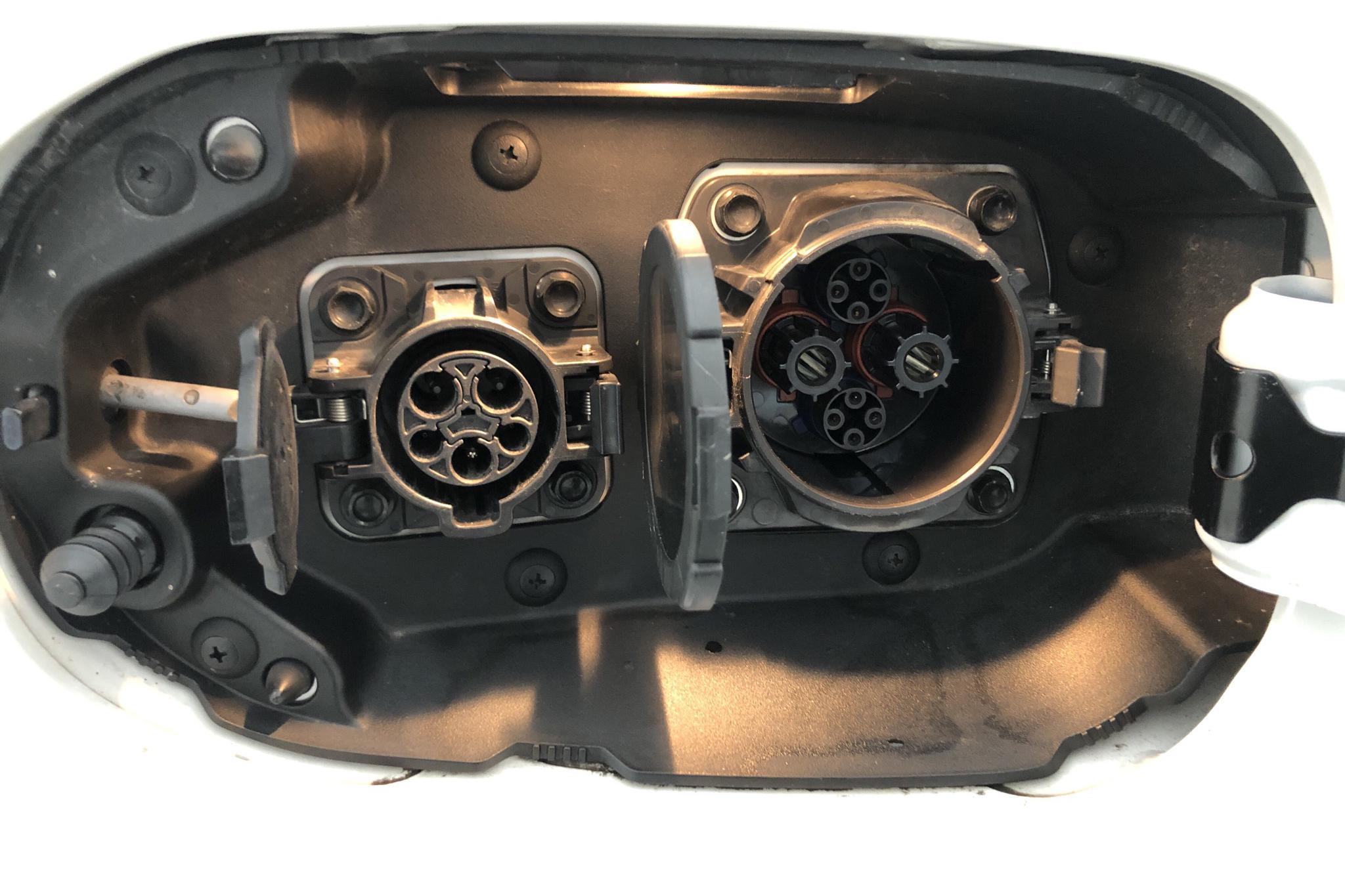 Mitsubishi Outlander 2.0 Plug-in Hybrid 4WD (121hk) - 5 496 mil - Automat - vit - 2014
