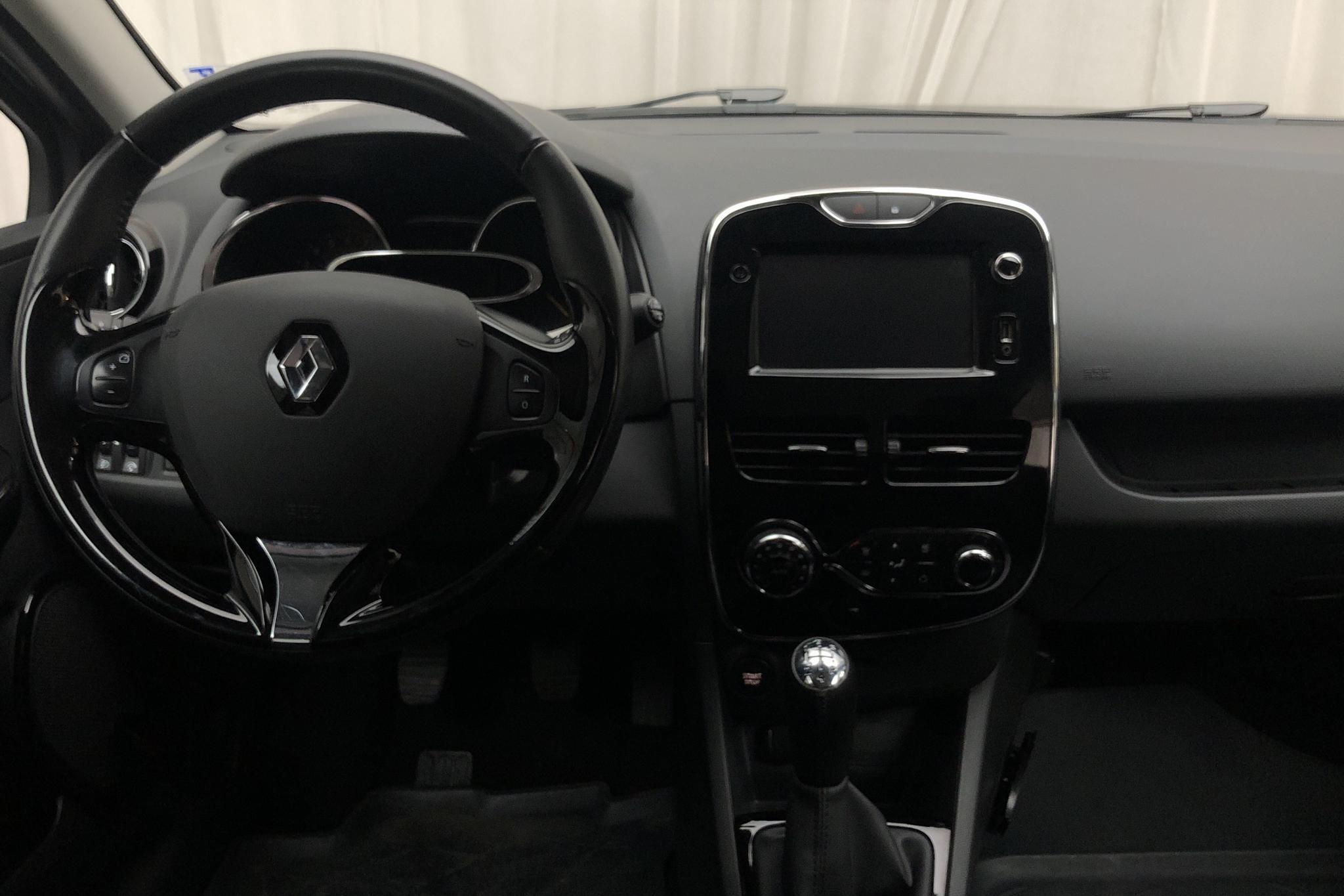 Renault Clio IV 0.9 TCe 90 5dr (90hk) - 4 649 mil - Manuell - grå - 2013