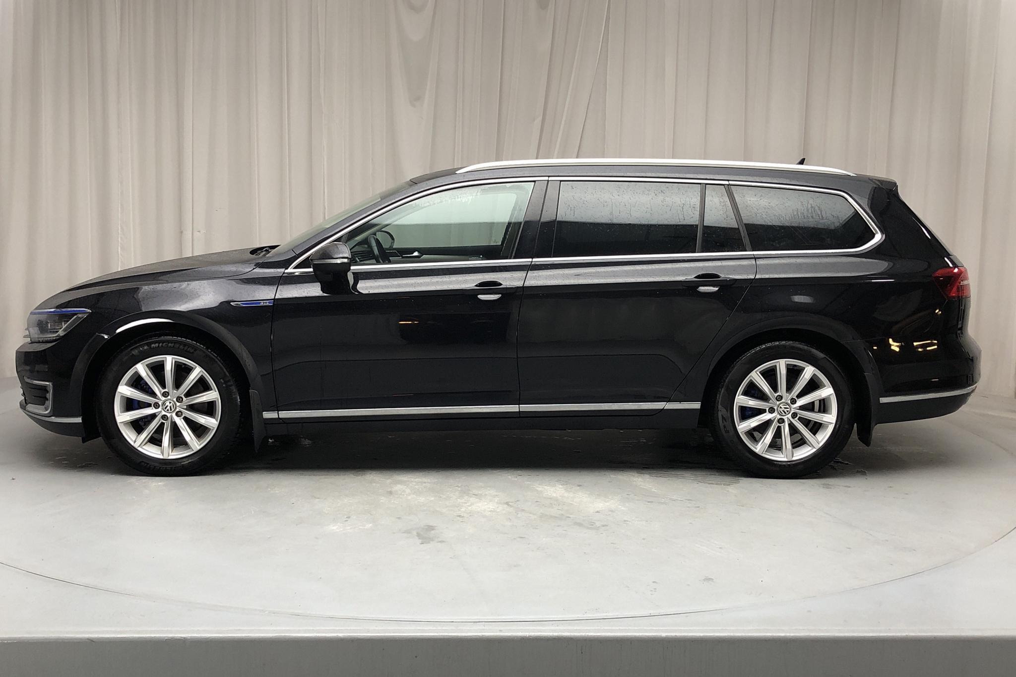 VW Passat 1.4 Plug-in-Hybrid Sportscombi (218hk) - 141 180 km - Automatic - black - 2017