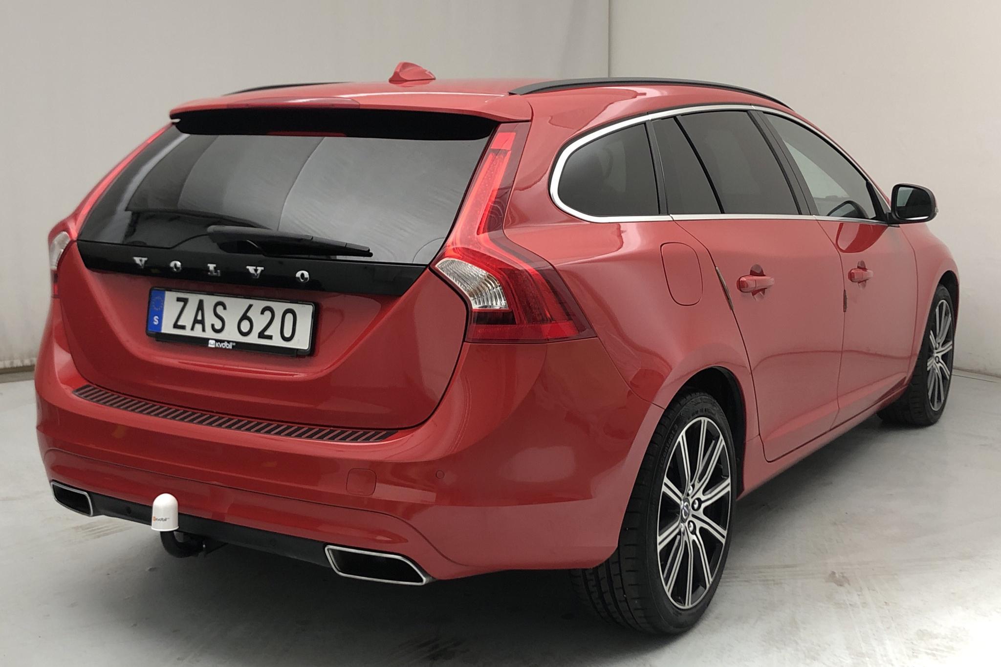 Volvo V60 D4 (190hk) - 3 548 mil - Automat - röd - 2018