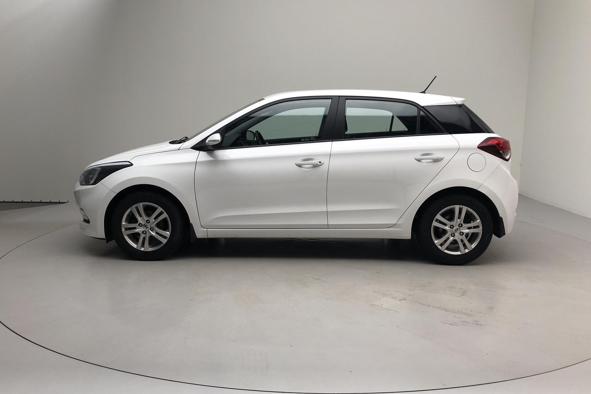 Hyundai i20 1.2 (84hk) - 5 671 mil - Manuell - vit - 2017