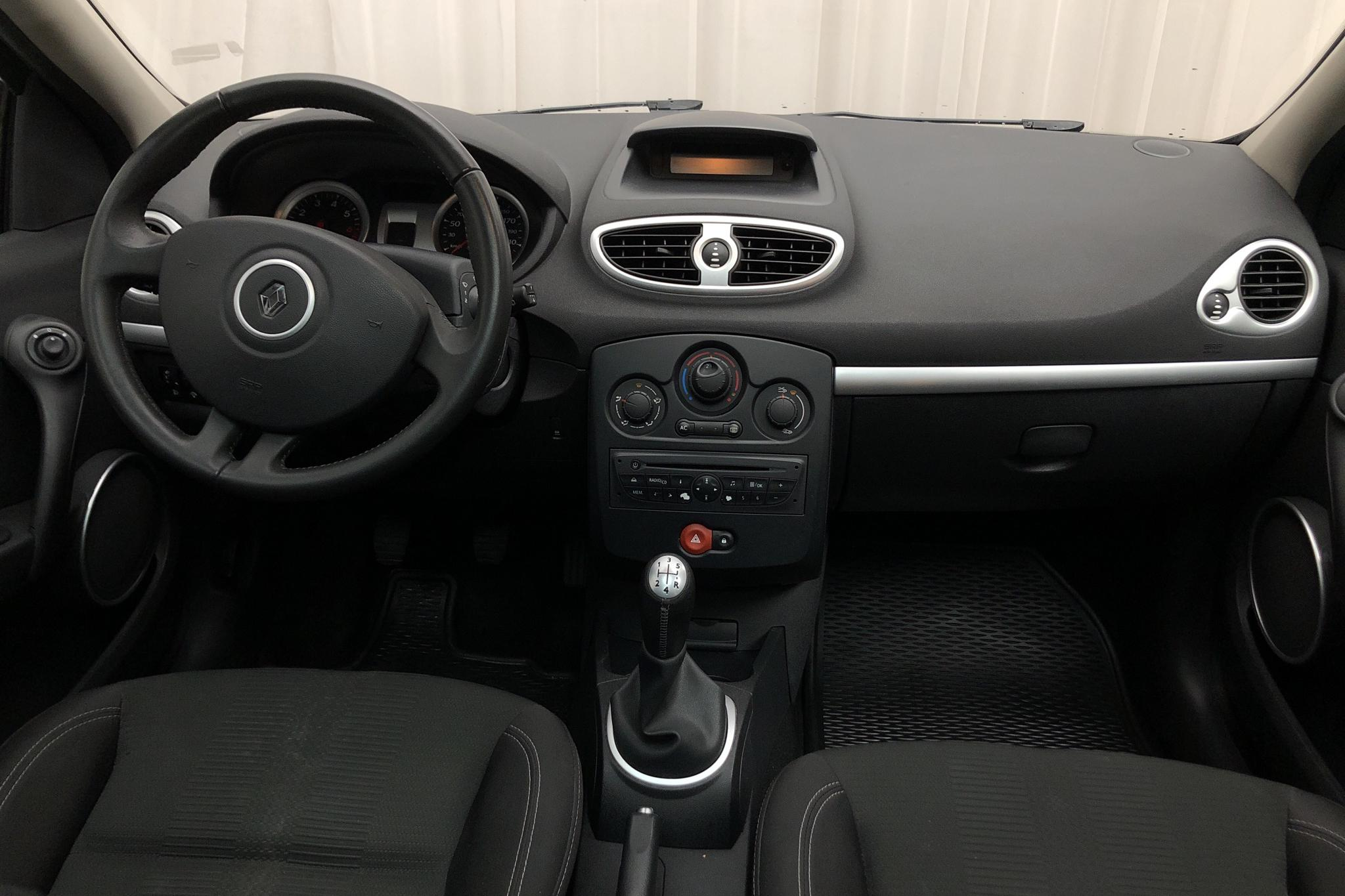 Renault Clio III 1.2 TCE 100 5dr (101hk) - 90 620 km - Manual - white - 2011