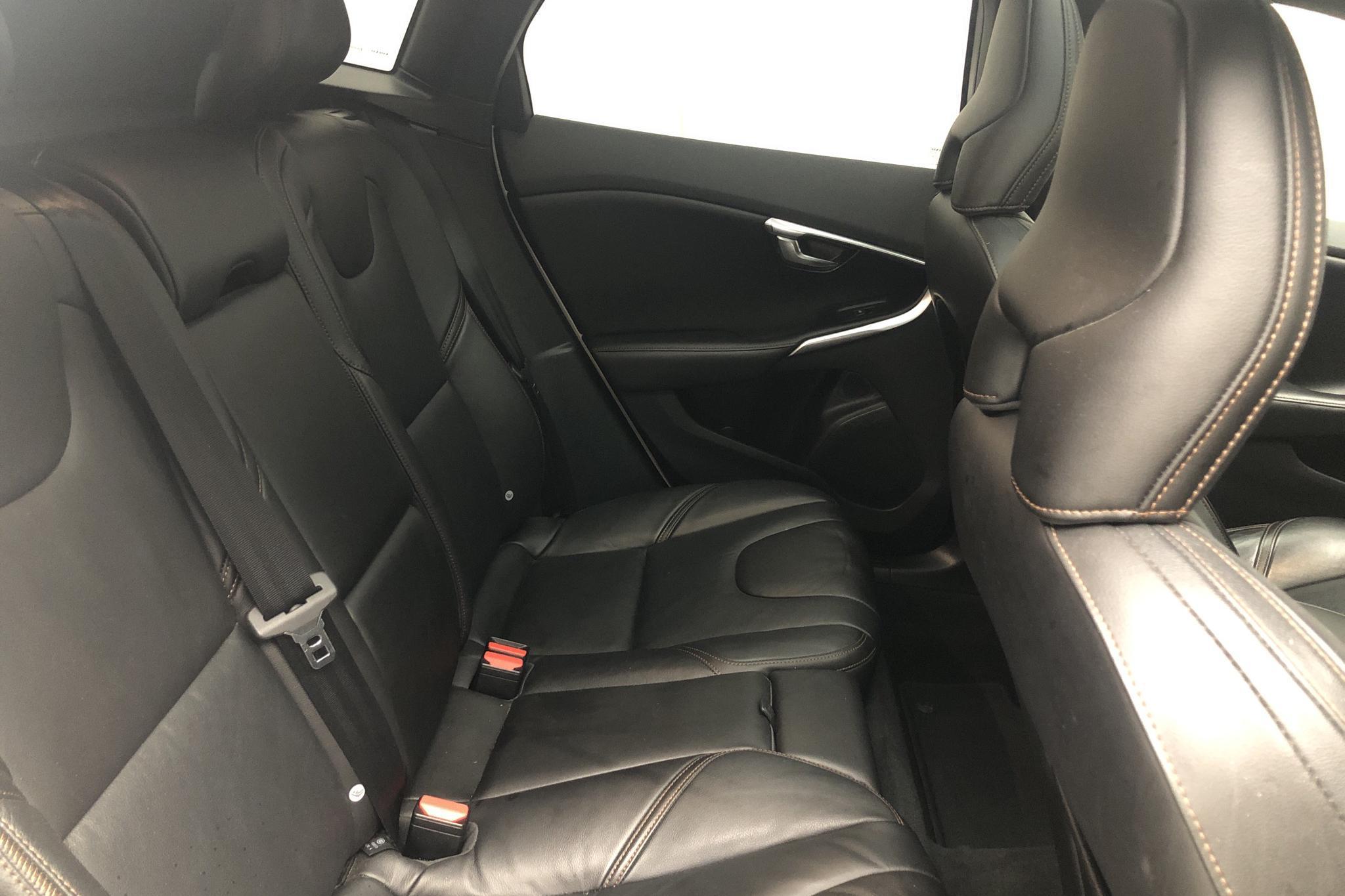 Volvo V40 Cross Country D4 (190hk) - 65 380 km - Automatic - white - 2017