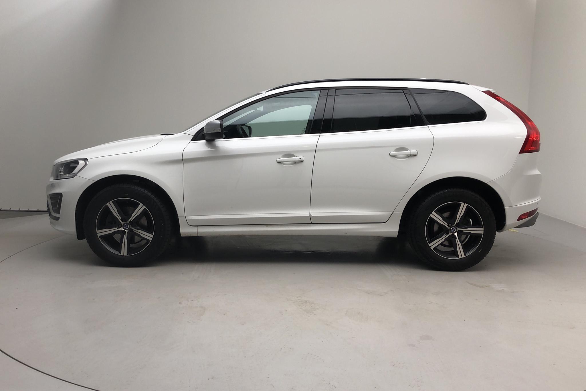 Volvo XC60 D4 2WD (190hk) - 10 663 mil - Manuell - vit - 2017