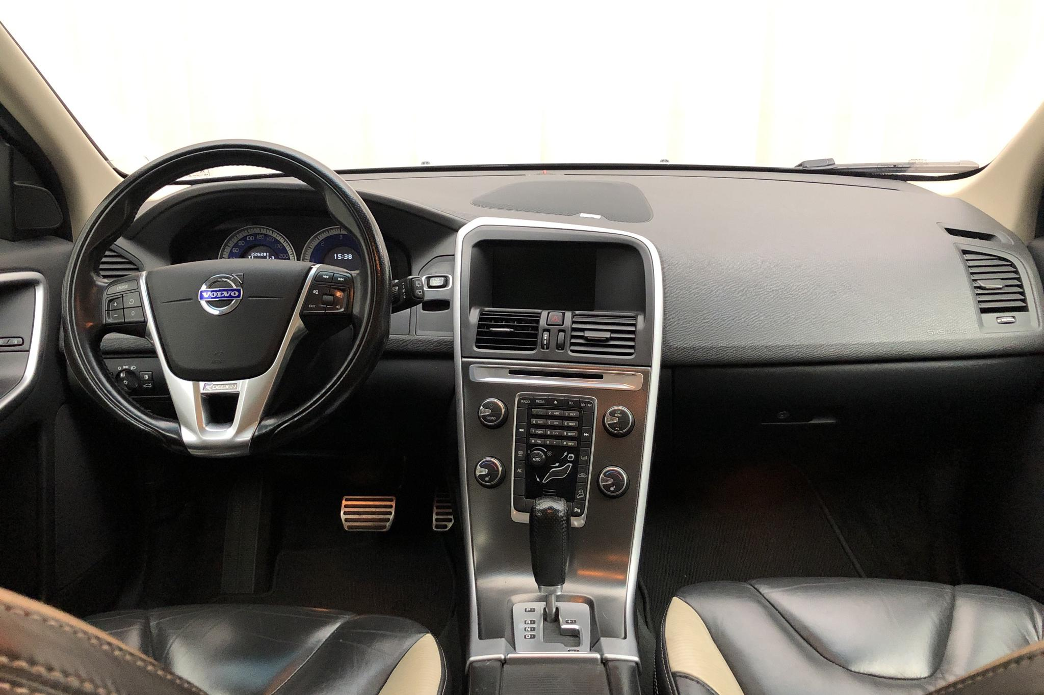 Volvo XC60 D3 AWD (163hk) - 226 280 km - Automatic - silver - 2012
