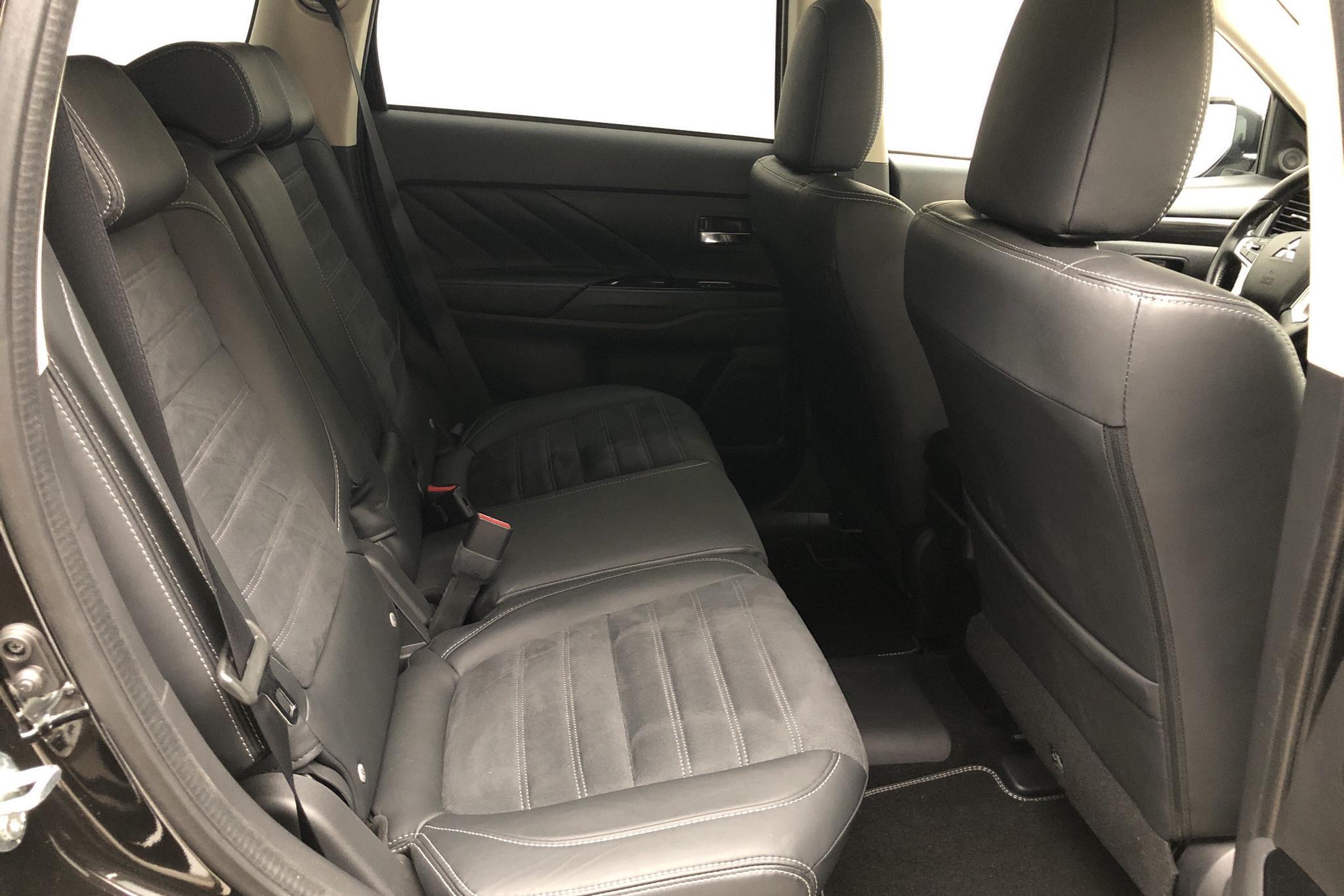Mitsubishi Outlander 2.0 Plug-in Hybrid 4WD (121hk) - 1 025 mil - Automat - svart - 2017
