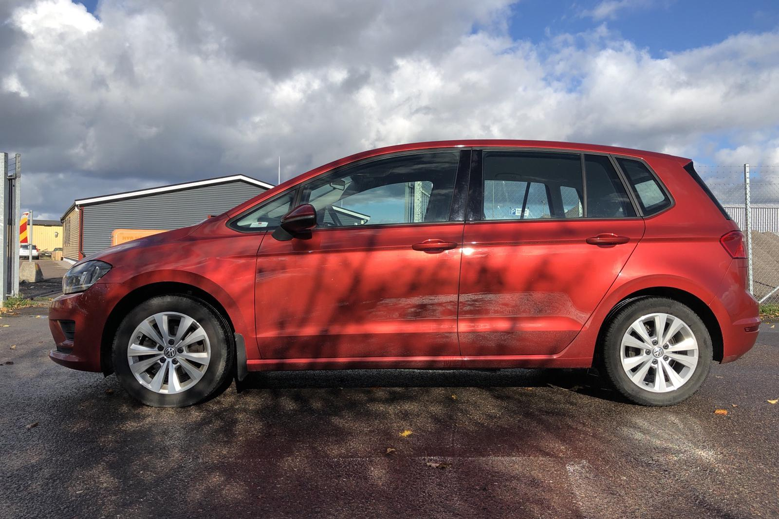 VW Golf VII 1.2 TSI BlueMotion Technology Sportsvan (110hk) - 85 910 km - Automatic - red - 2016
