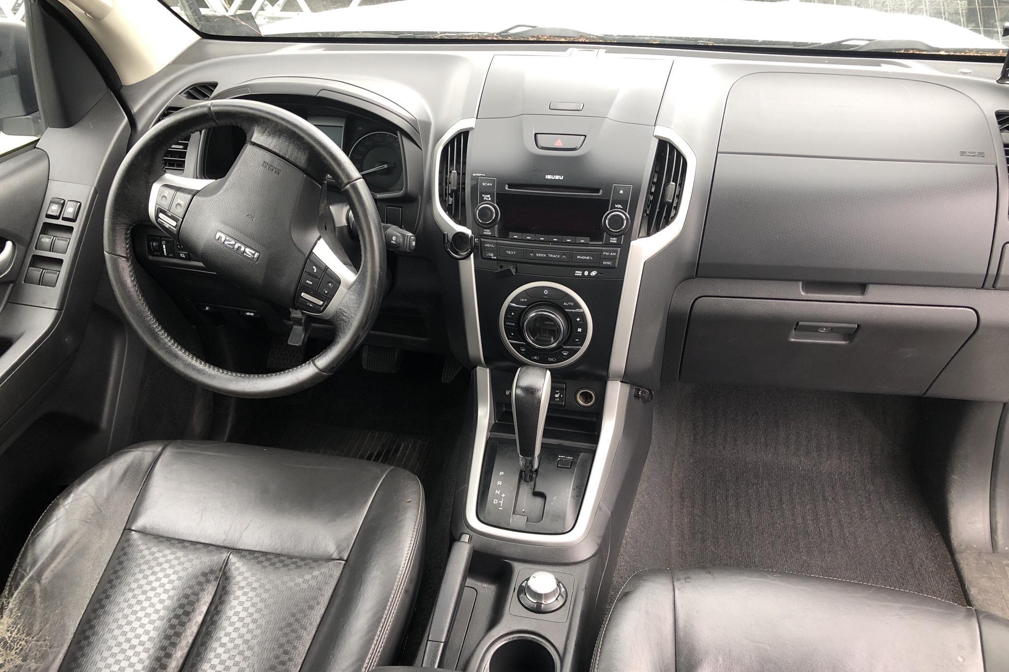 Isuzu D-MAX 2.5 DDI 4WD (163hk) - 13 691 mil - Automat - vit - 2014