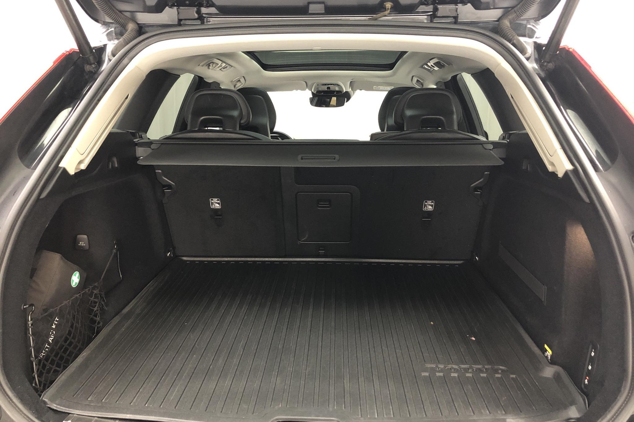 Volvo XC60 D4 AWD (190hk) - 7 166 mil - Manuell - svart - 2018