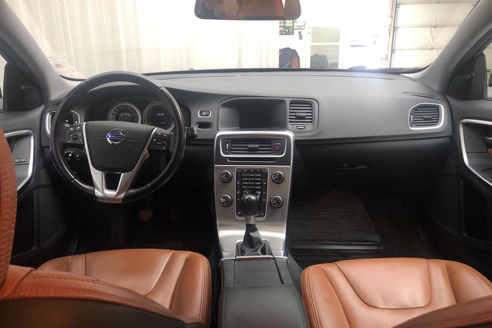 Volvo V60 D2 (115hk) - 21 566 mil - Manuell - svart - 2013