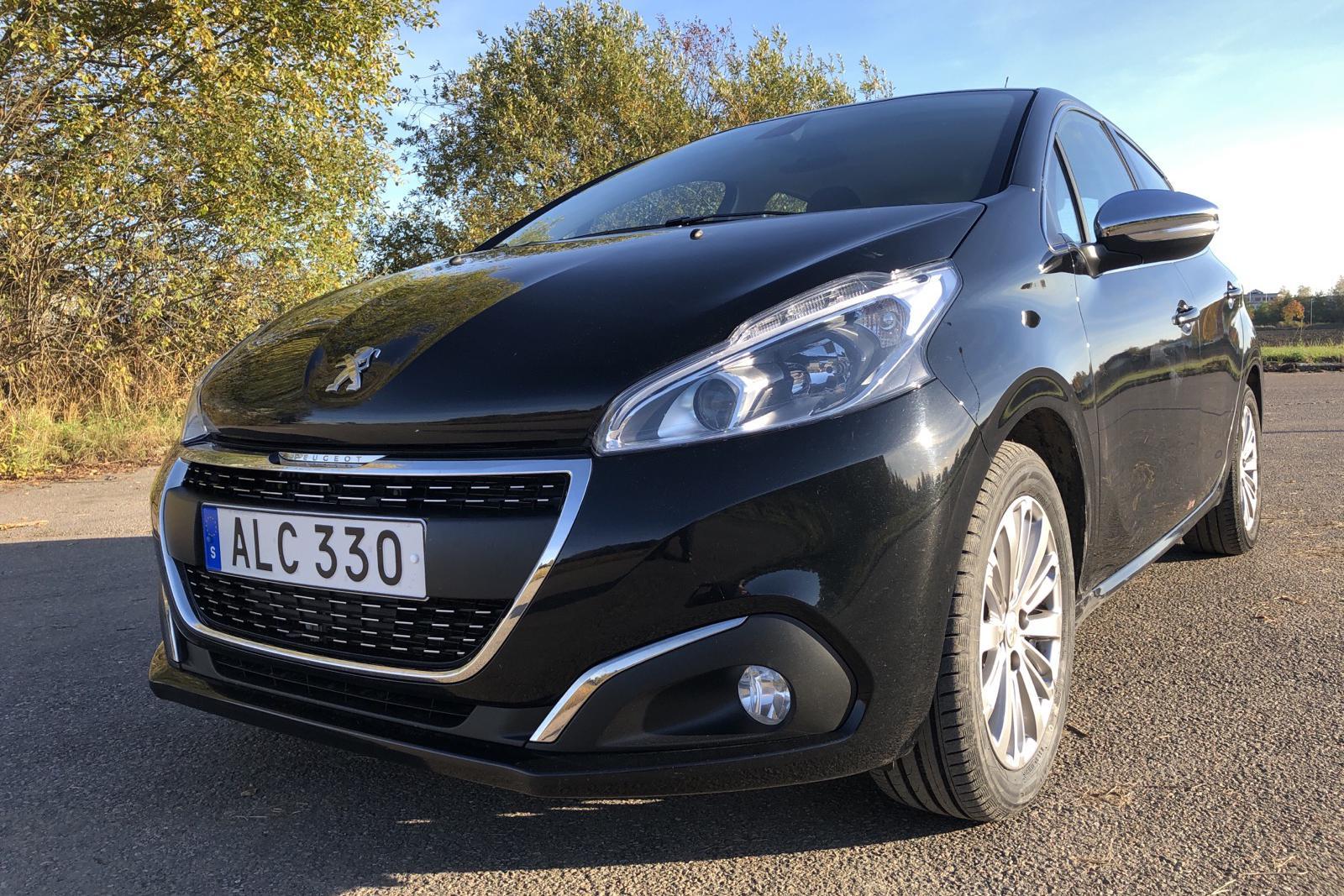 Peugeot 208 PureTech 5dr (110hk) - 6 580 mil - Automat - svart - 2018