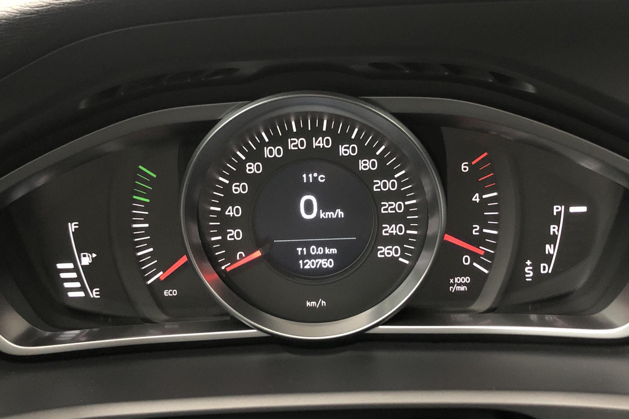 Volvo V40 D2 (115hk) - 12 075 mil - Automat - vit - 2015