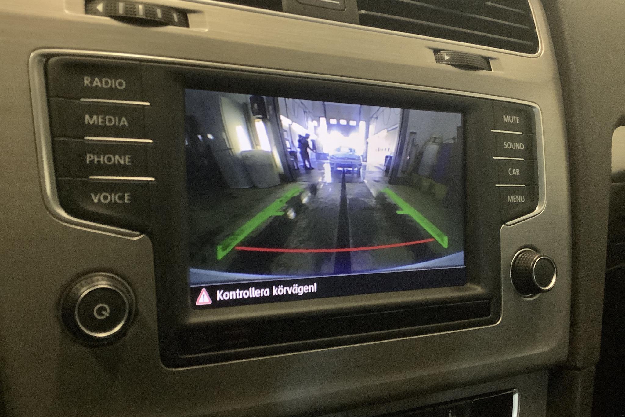 VW Golf VII 1.2 TSI Sportscombi (110hk) - 2 709 mil - Manuell - vit - 2017