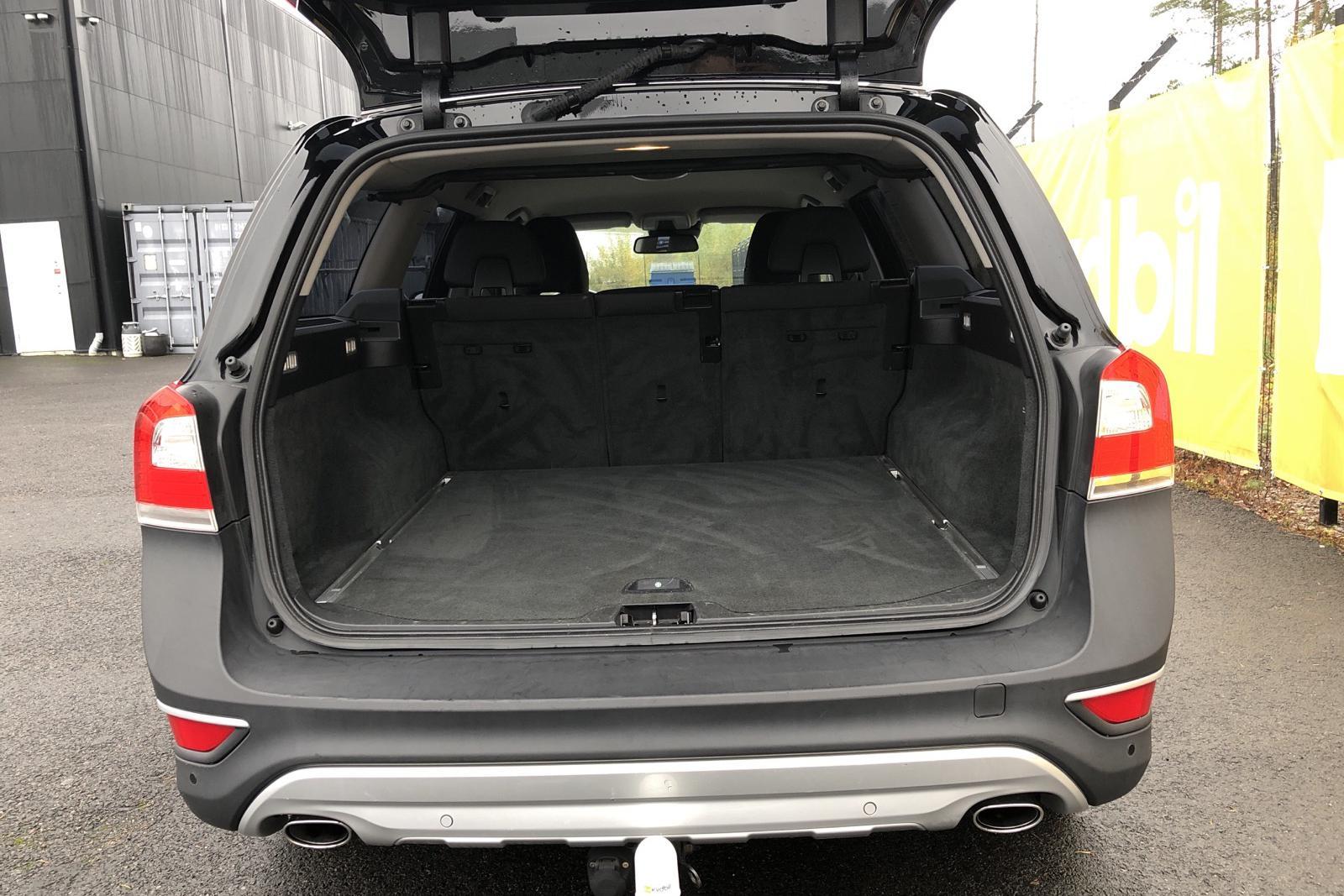 Volvo XC70 II D4 AWD (163hk) - 16 423 mil - Manuell - svart - 2014