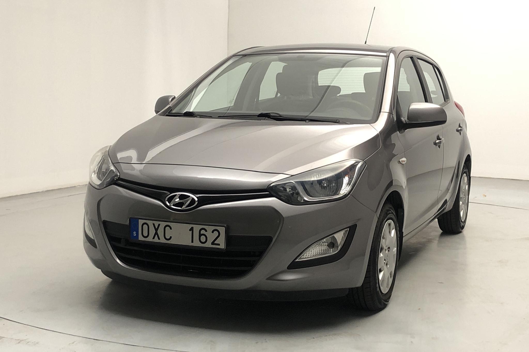 Hyundai i20 1.2 (85hk) - 3 853 mil - Manuell - Dark Grey - 2013