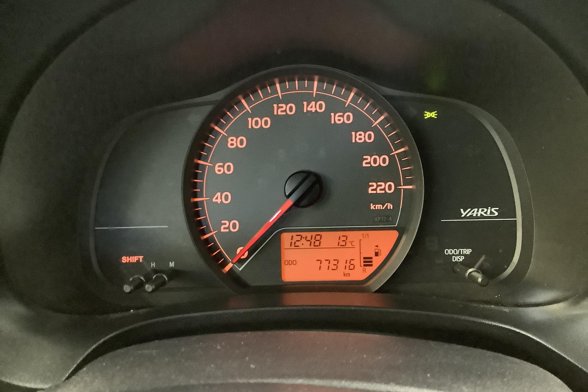 Toyota Yaris 1.4 D-4D 5dr (90hk) - 7 731 mil - Manuell - Dark Grey - 2013