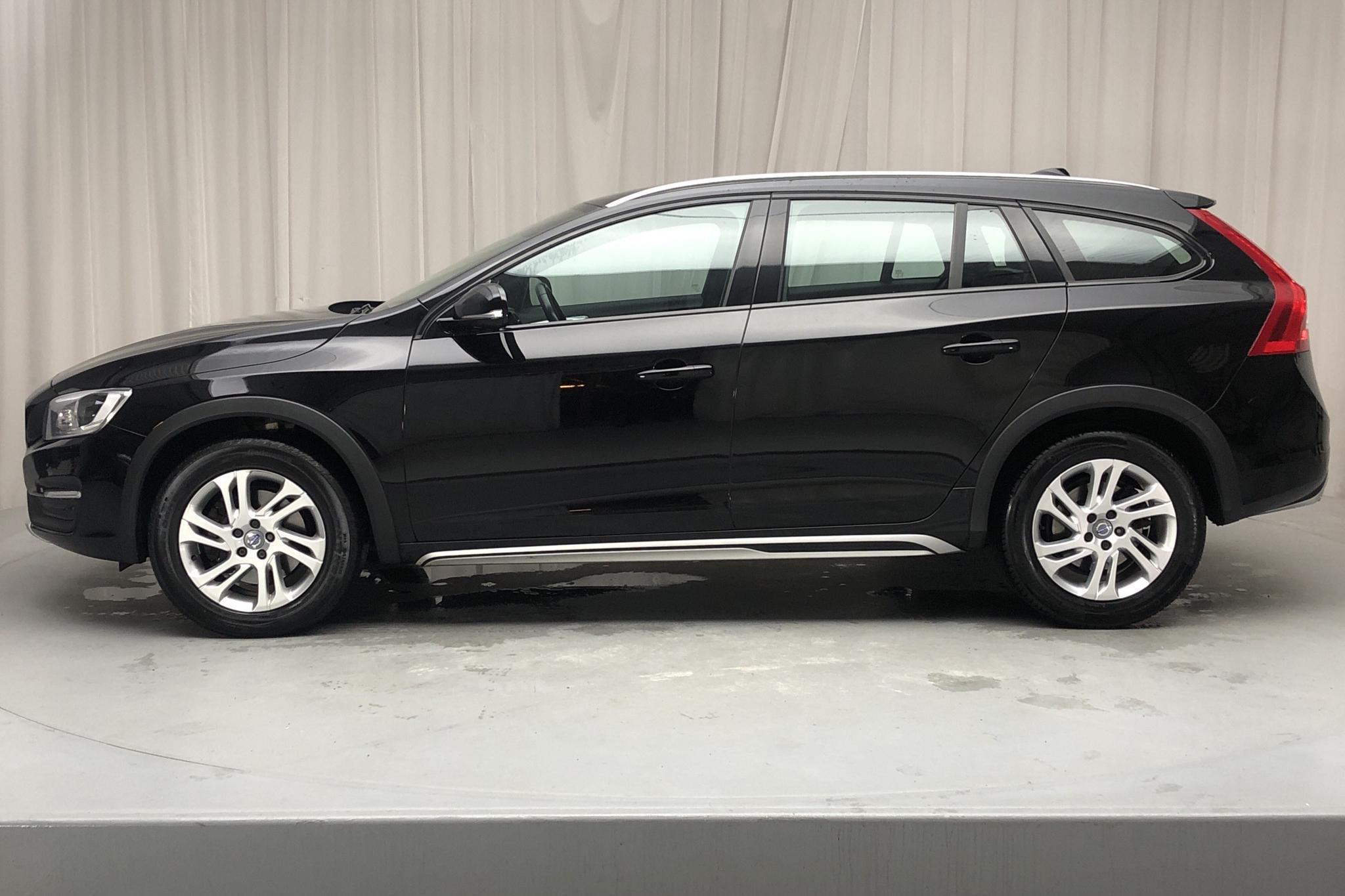 Volvo V60 D4 Cross Country AWD (190hk) - 10 826 mil - Automat - svart - 2018