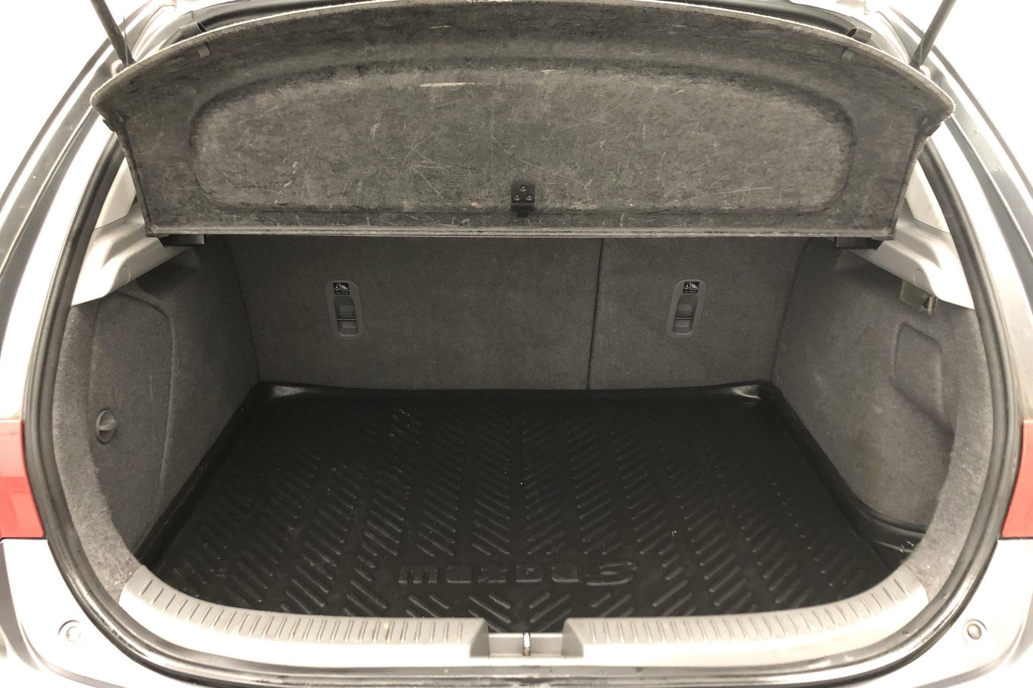 Mazda 3 1.6 5dr (105hk) - 9 583 mil - Manuell - grå - 2004