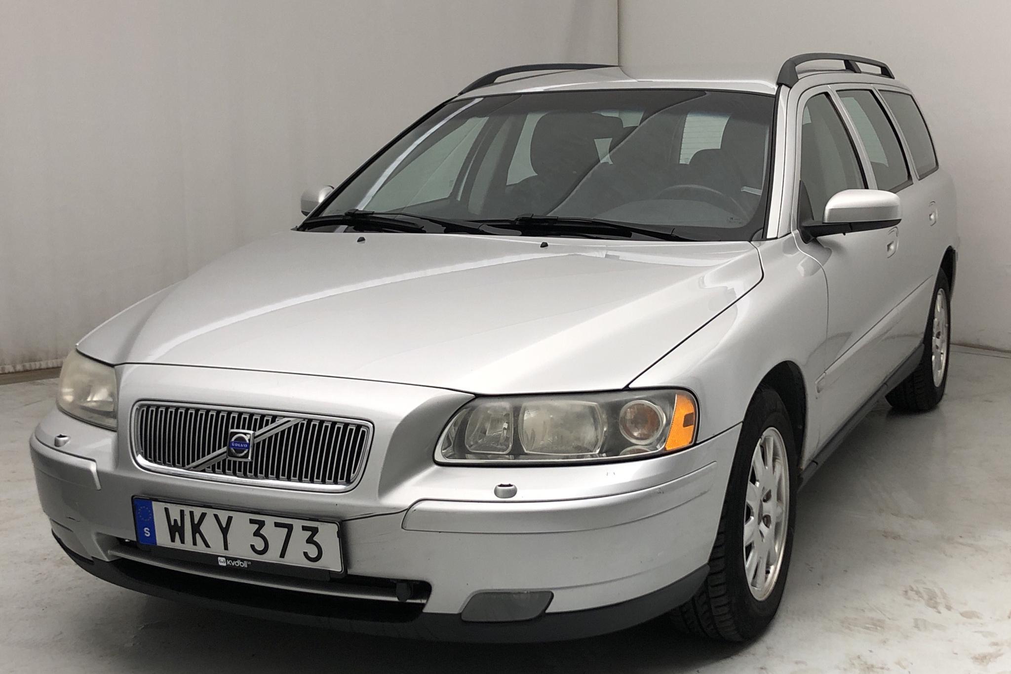 Volvo V70 2.4 (140hk) - 17 385 mil - Manuell - Light Grey - 2005