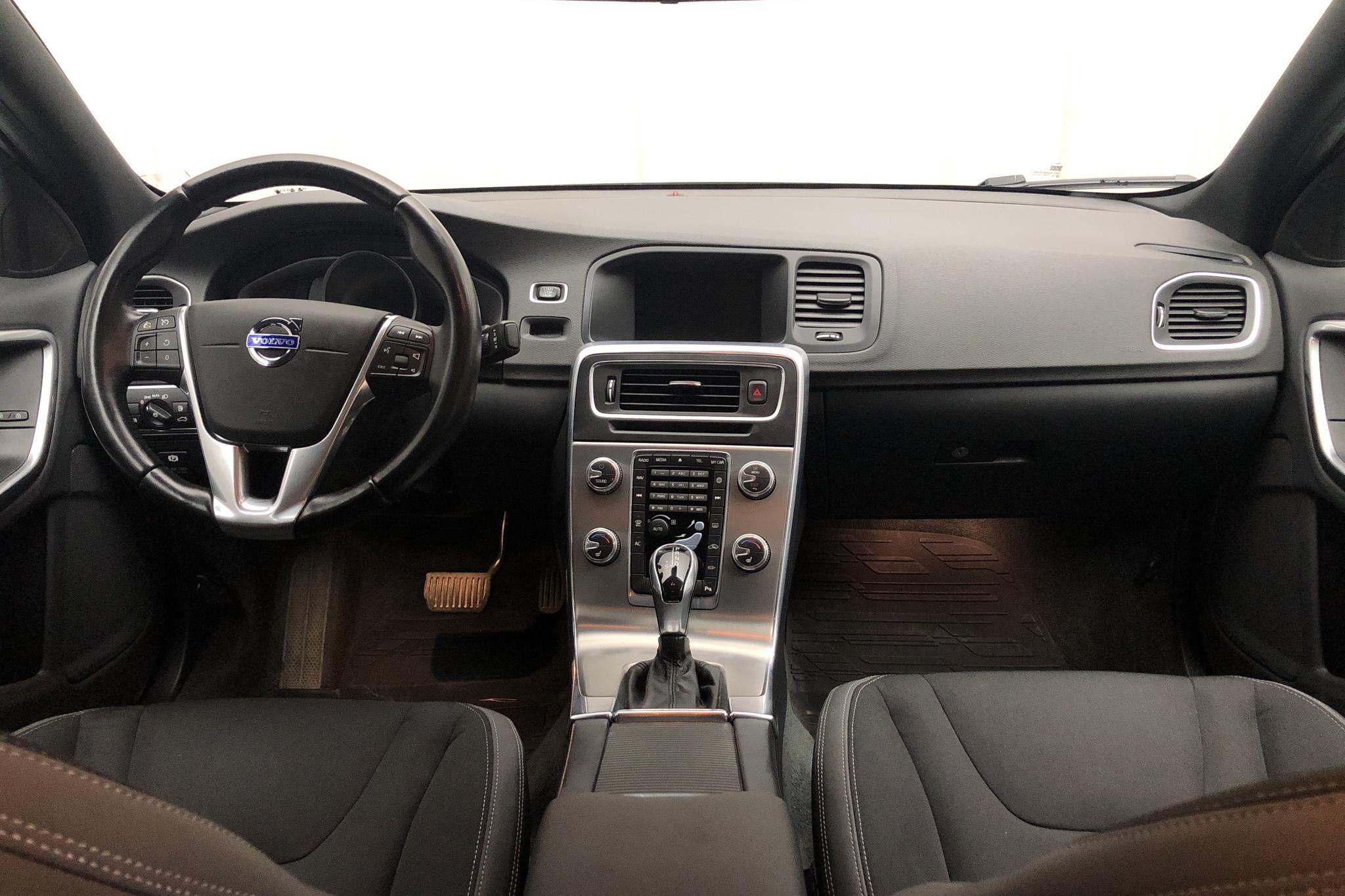 Volvo S60 D4 (181hk) - 15 231 mil - Automat - vit - 2015