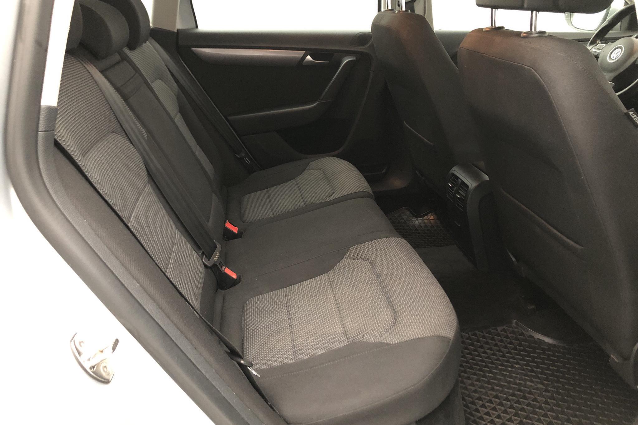 VW Passat 2.0 TDI BlueMotion Technology Variant (170hk) - 233 360 km - Automatic - silver - 2011