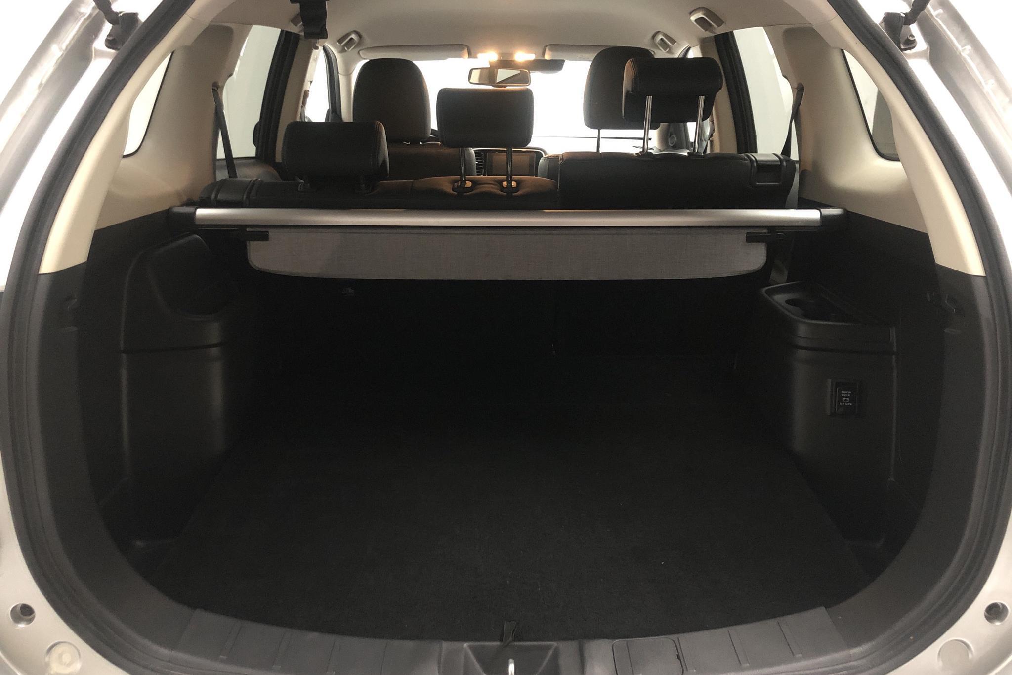 Mitsubishi Outlander 2.0 Plug-in Hybrid 4WD (121hk) - 3 658 mil - Automat - silver - 2018