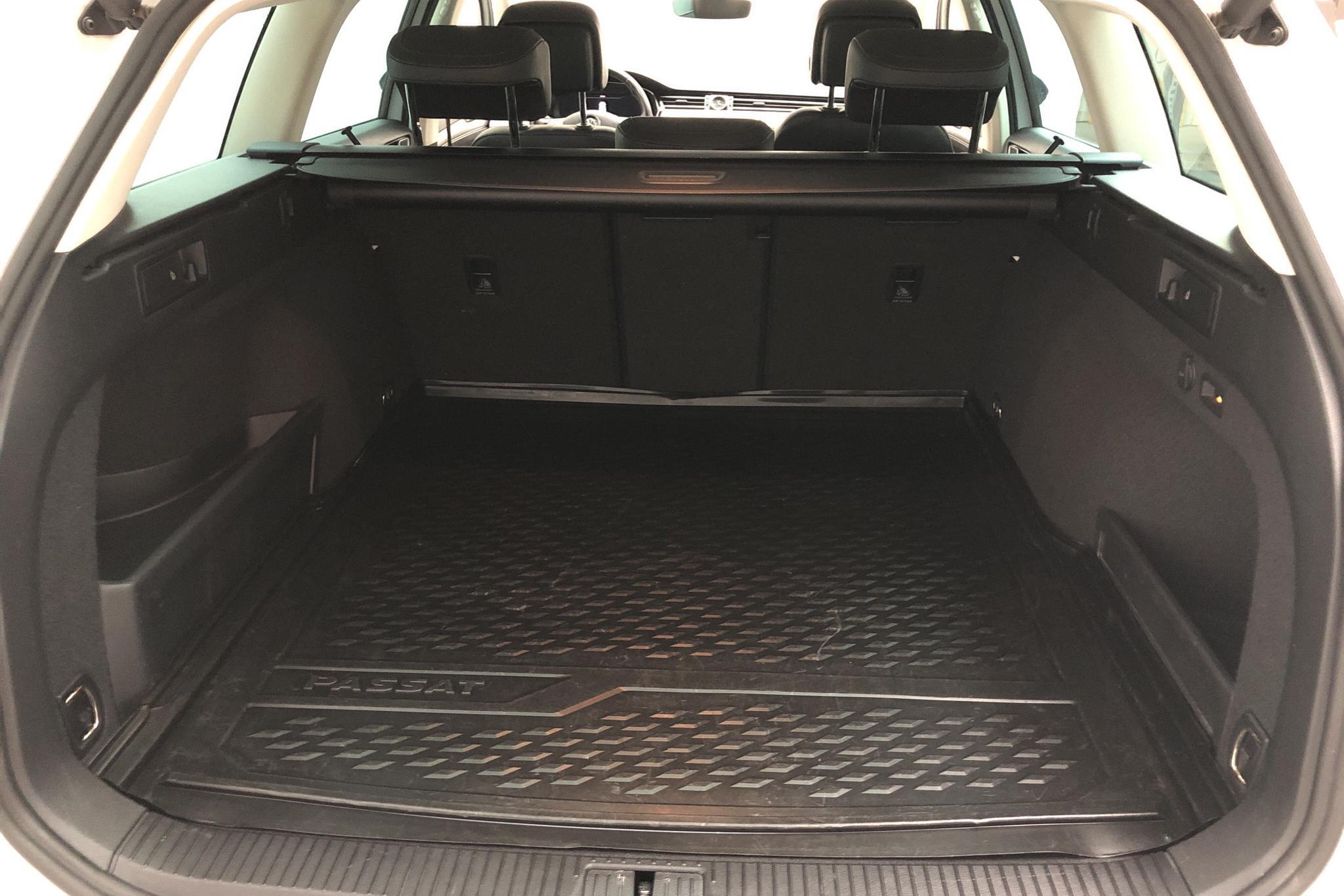 VW Passat 1.4 Plug-in-Hybrid Sportscombi (218hk) - 5 286 mil - Automat - vit - 2019