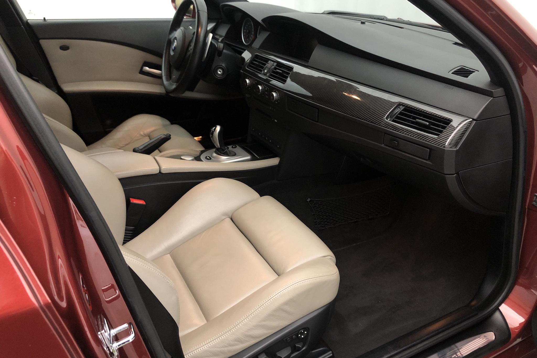 BMW M5 Sedan, E60 (507hk) - 10 280 mil - Automat - röd - 2005