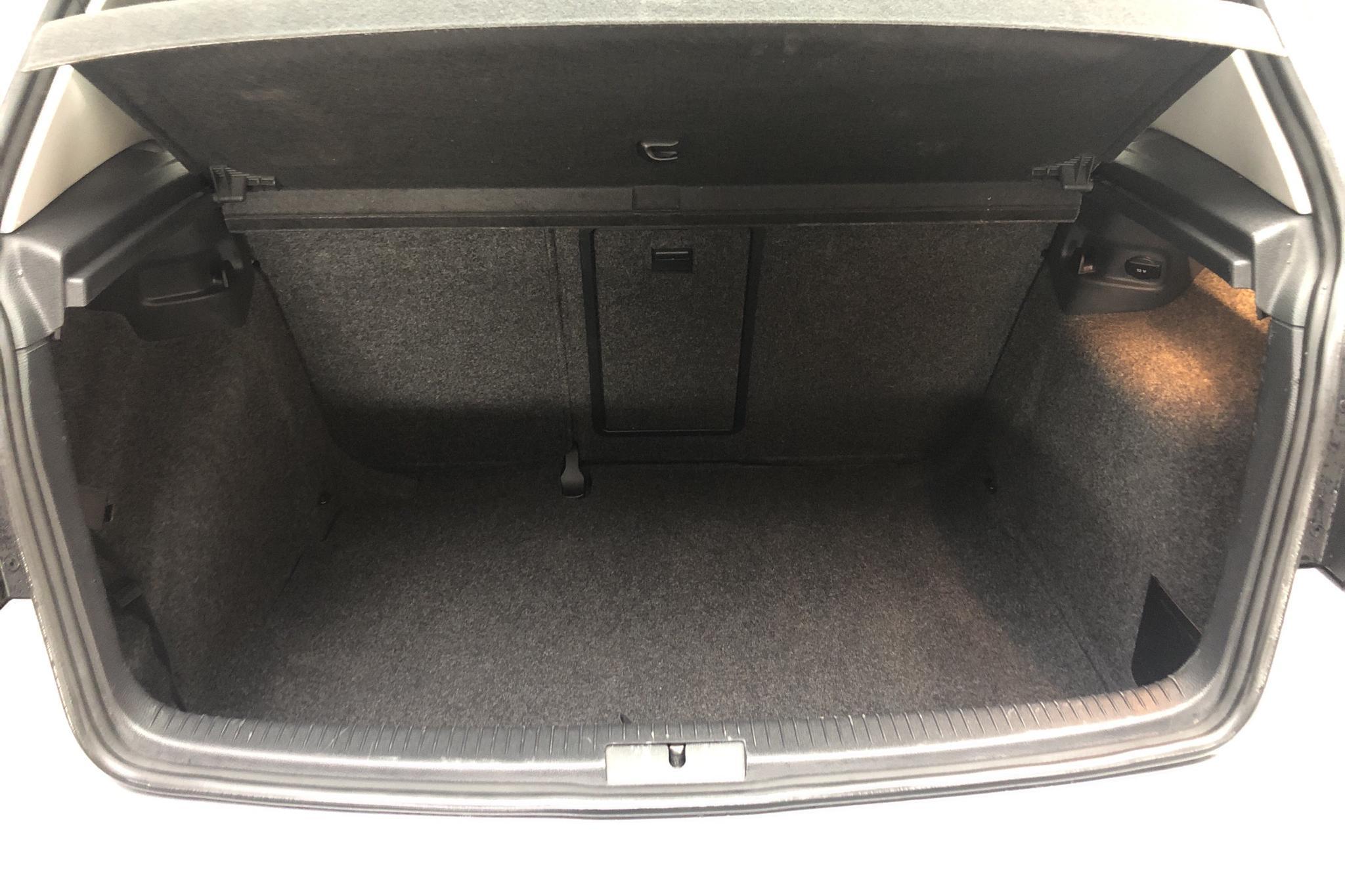 VW Golf VI 1.6 TDI BlueMotion Technology 5dr (105hk) - 14 059 mil - Manuell - silver - 2013