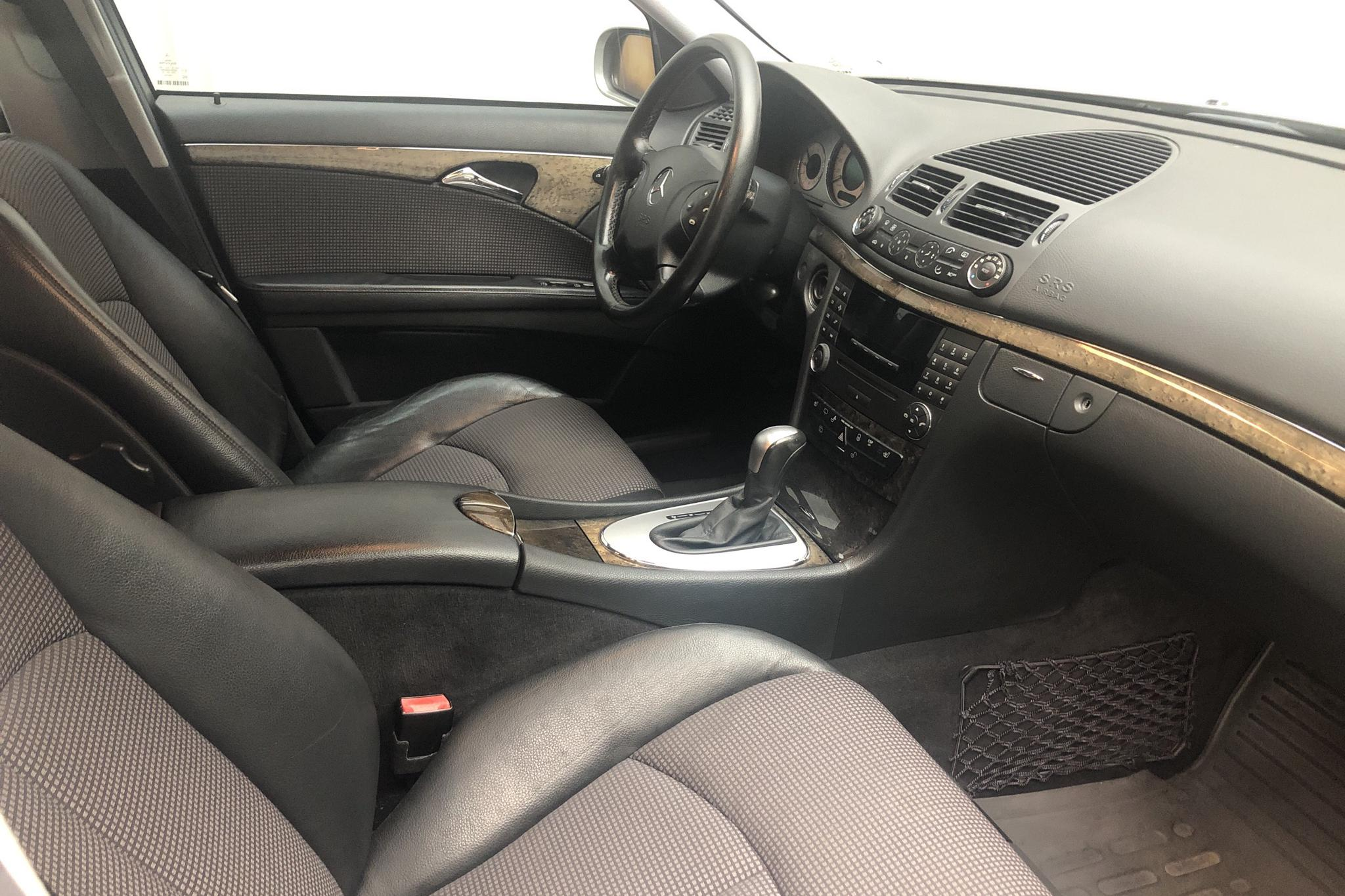 Mercedes E 320 Kombi W211 (224hk) - 271 480 km - Automatic - silver - 2004