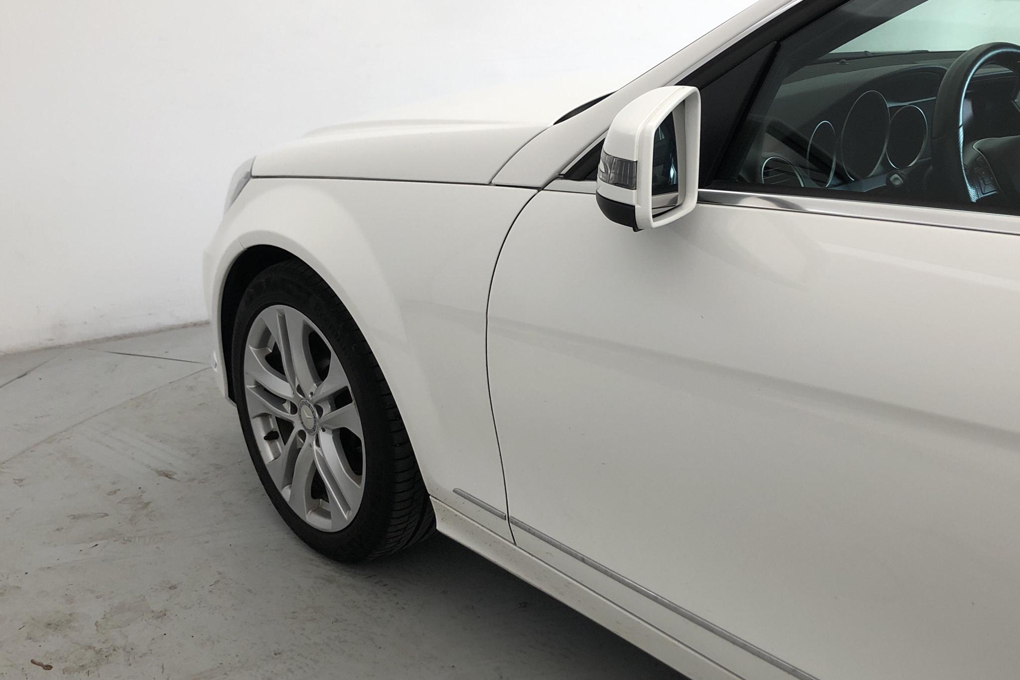 Mercedes C 180 W204 (156hk) - 17 913 mil - Manuell - vit - 2013