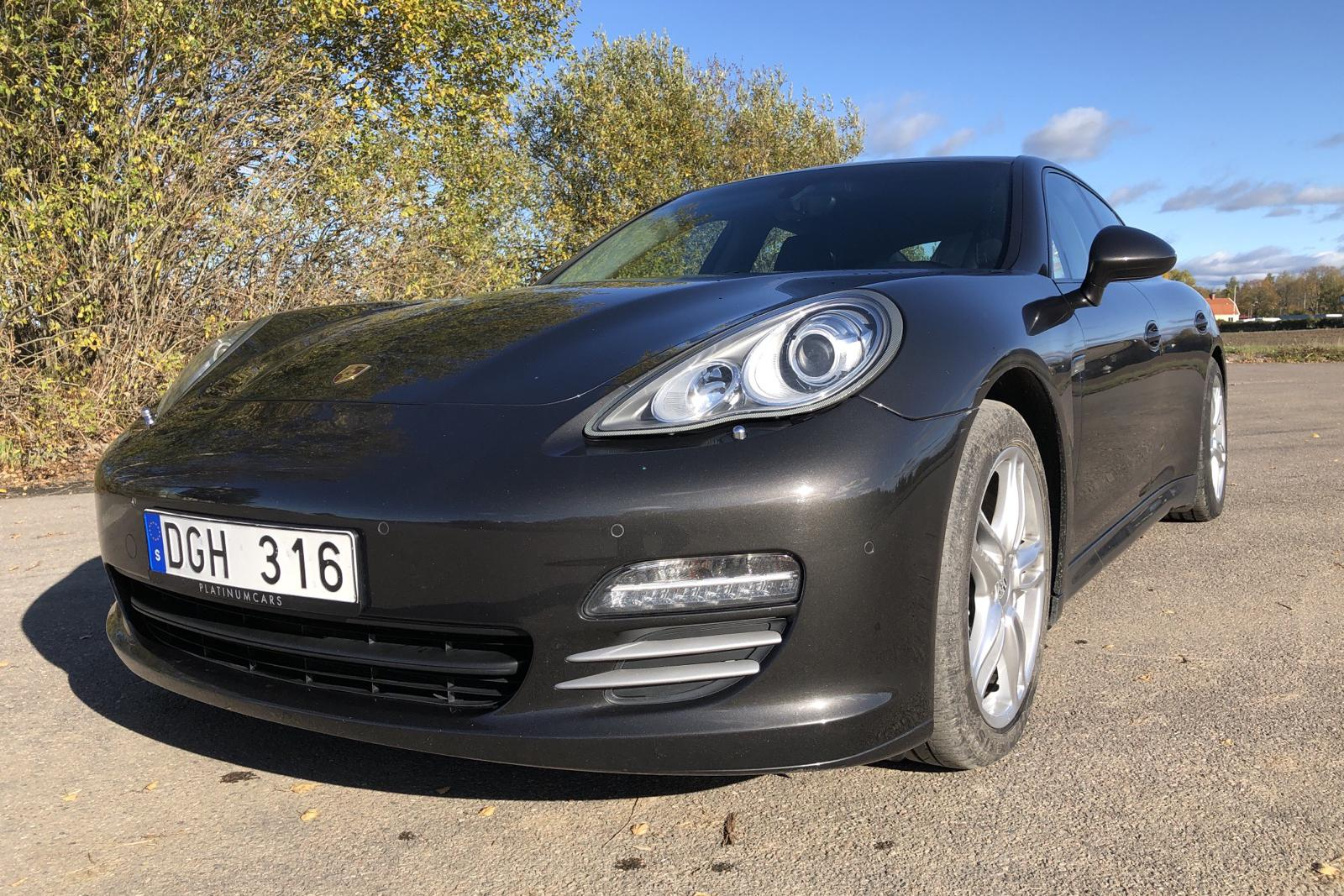 Porsche Panamera 4 (300hk) - 82 790 km - Automatic - Dark Grey - 2012