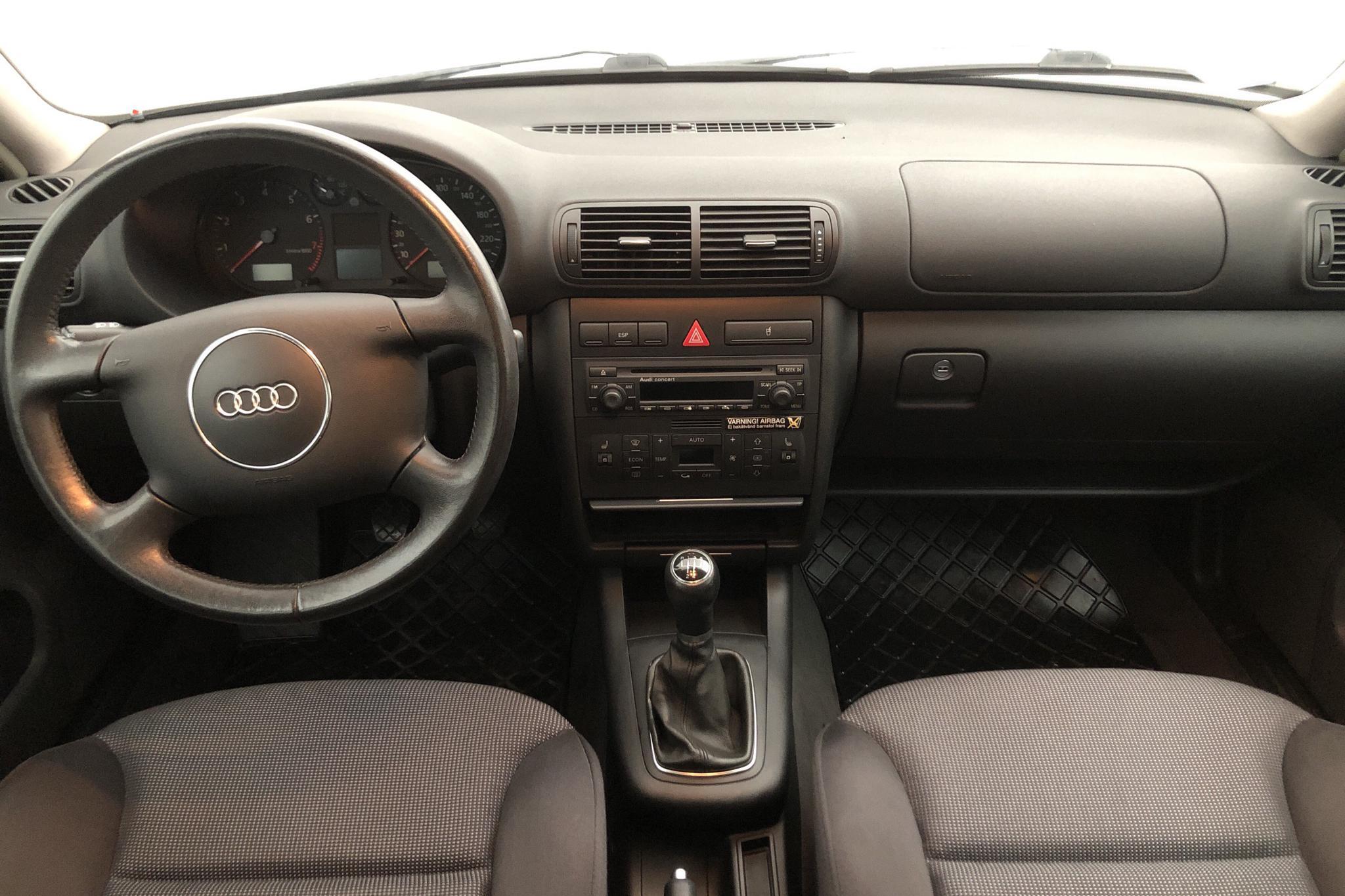 Audi A3 1.6 5dr (100hk) - 11 364 mil - Manuell - silver - 2003