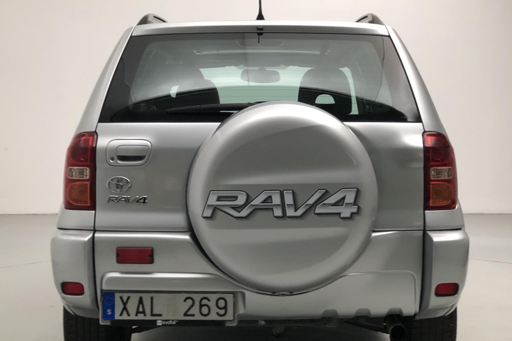Toyota RAV4 2.0 5dr (150hk) - 12 507 mil - Manuell - silver - 2005