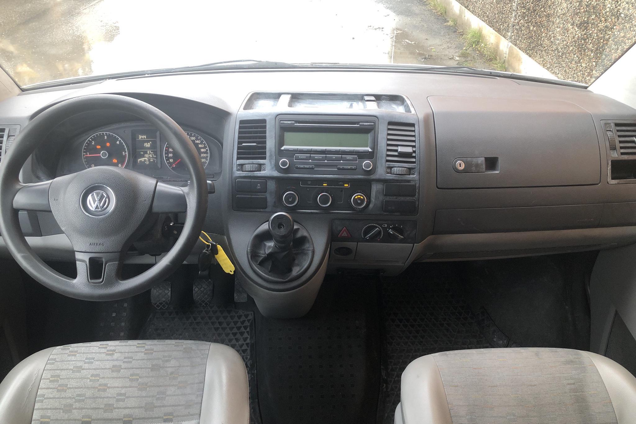VW Transporter T5 2.0 TDI Pickup (140hk) - 196 460 km - Manual - white - 2011