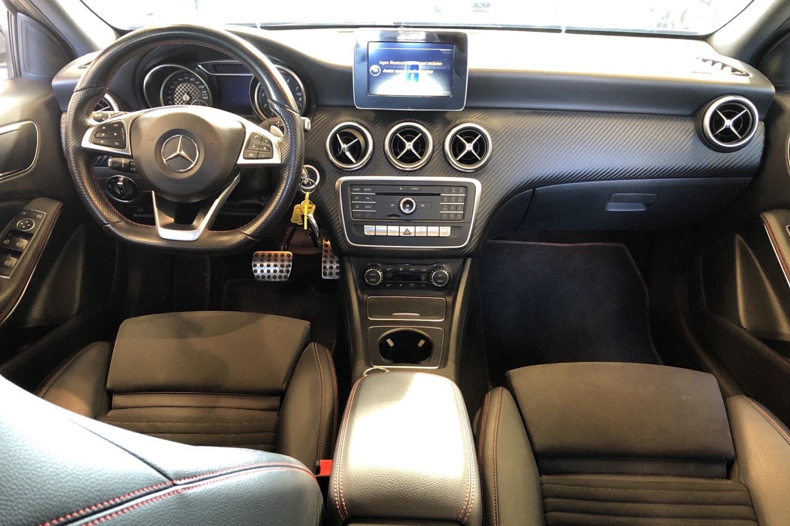 Mercedes A 180 5dr W176 (122hk) - 62 580 km - Automatic - Dark Grey - 2017