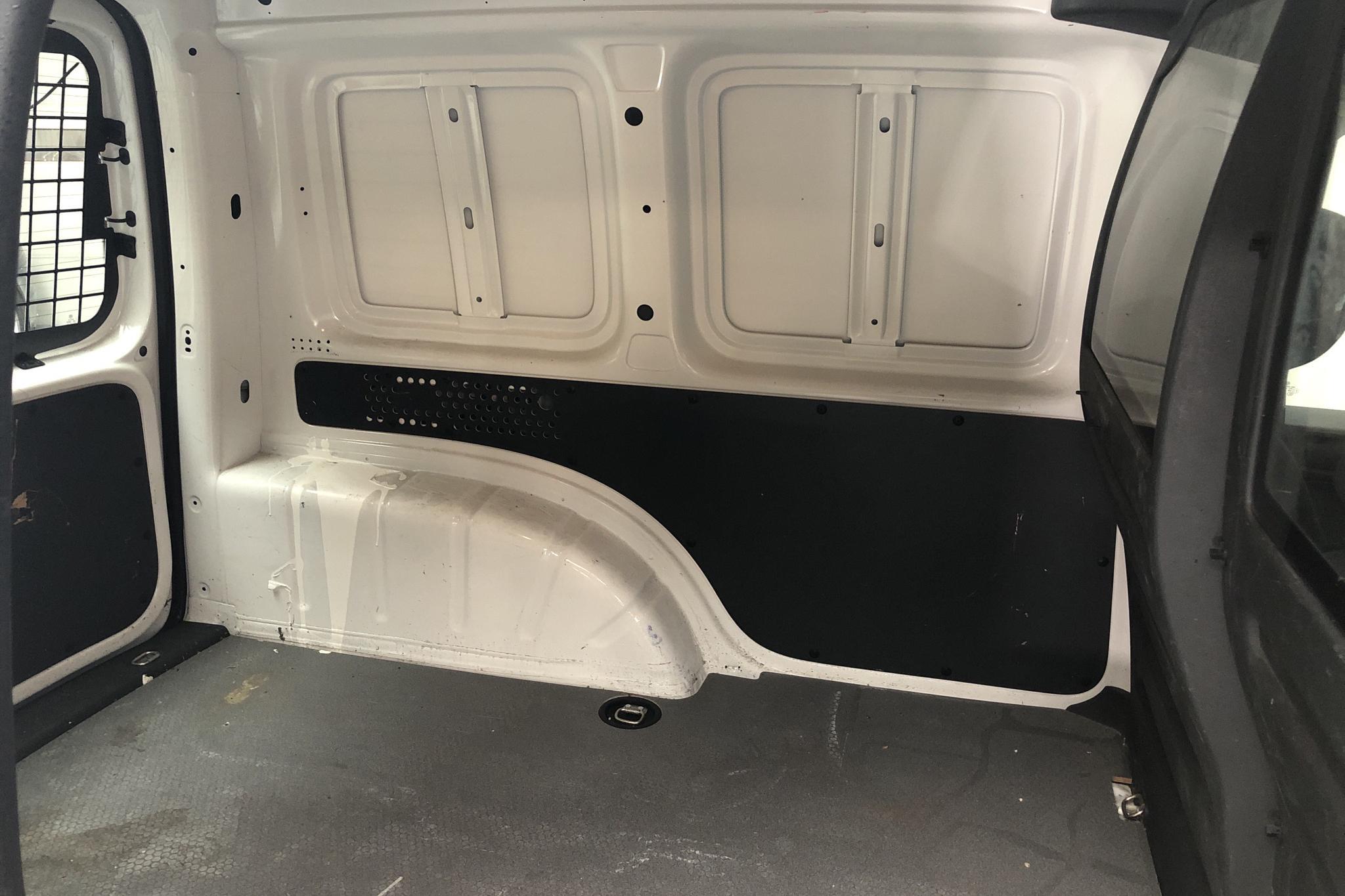 VW Caddy 2.0 TDI Skåp (75hk) - 5 000 mil - Manuell - vit - 2017