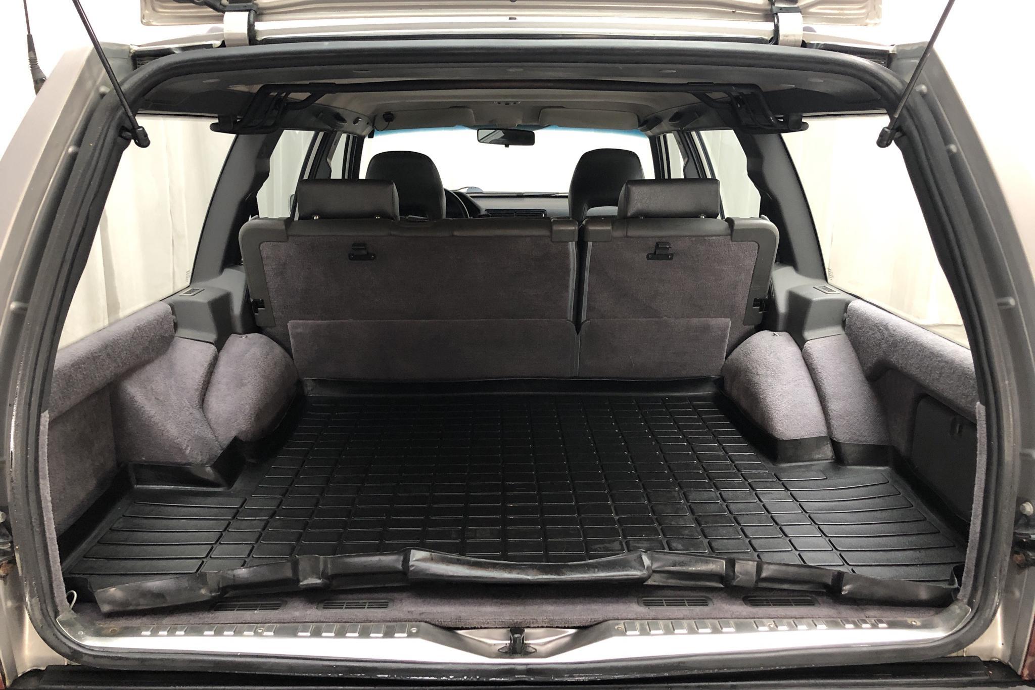 Volvo 945 2.3 (135hk) - 21 879 mil - Manuell - grå - 1995