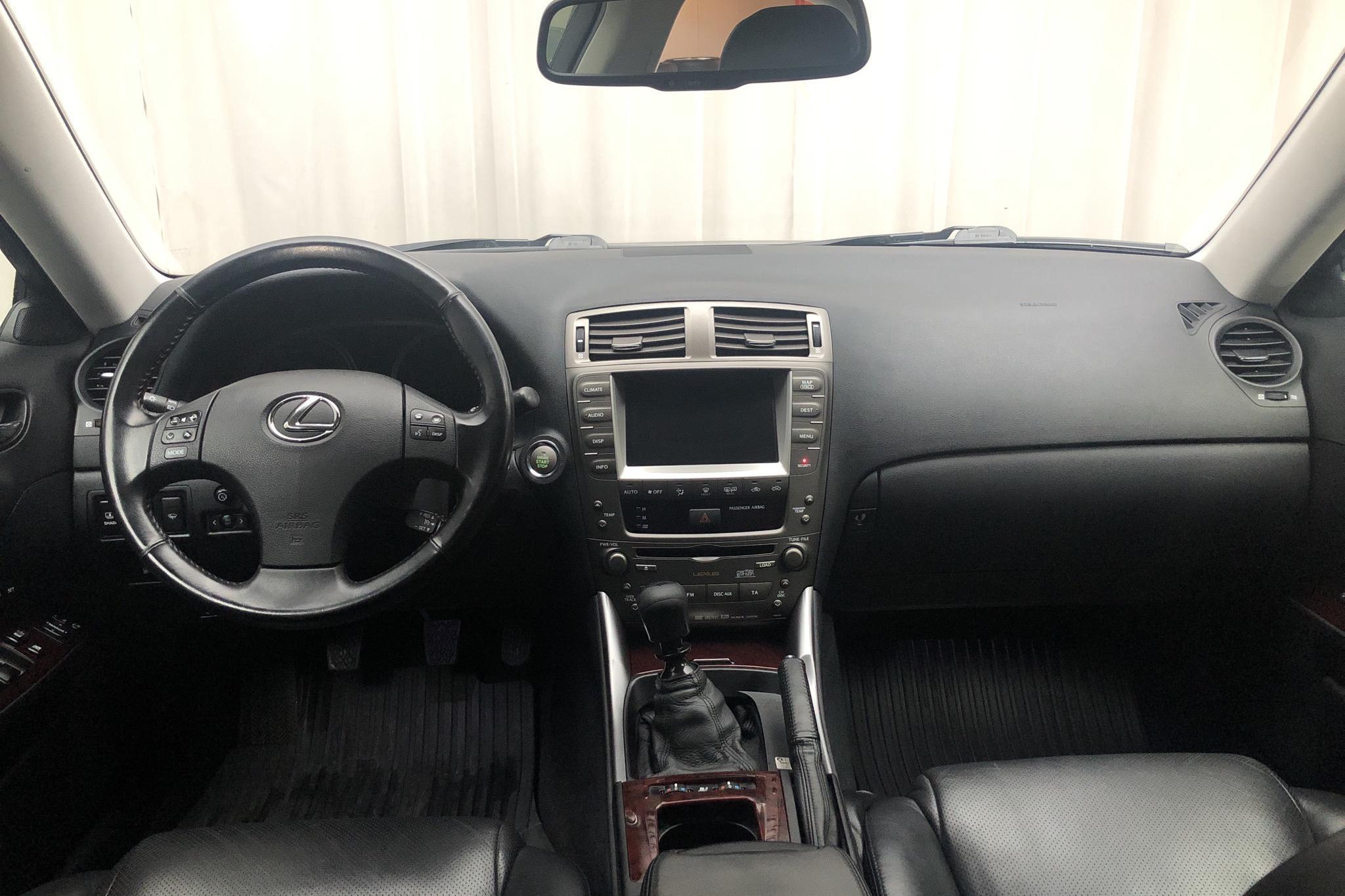 Lexus IS 220d (177hk) - 180 890 km - Manual - Dark Blue - 2008