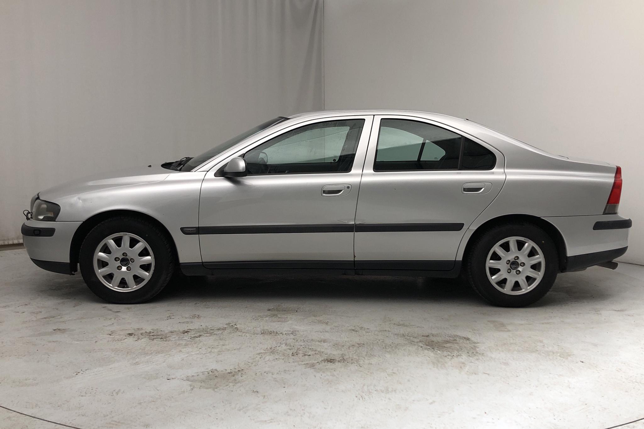 Volvo S60 2.4 (140hk) - 456 630 km - Manual - Light Grey - 2002