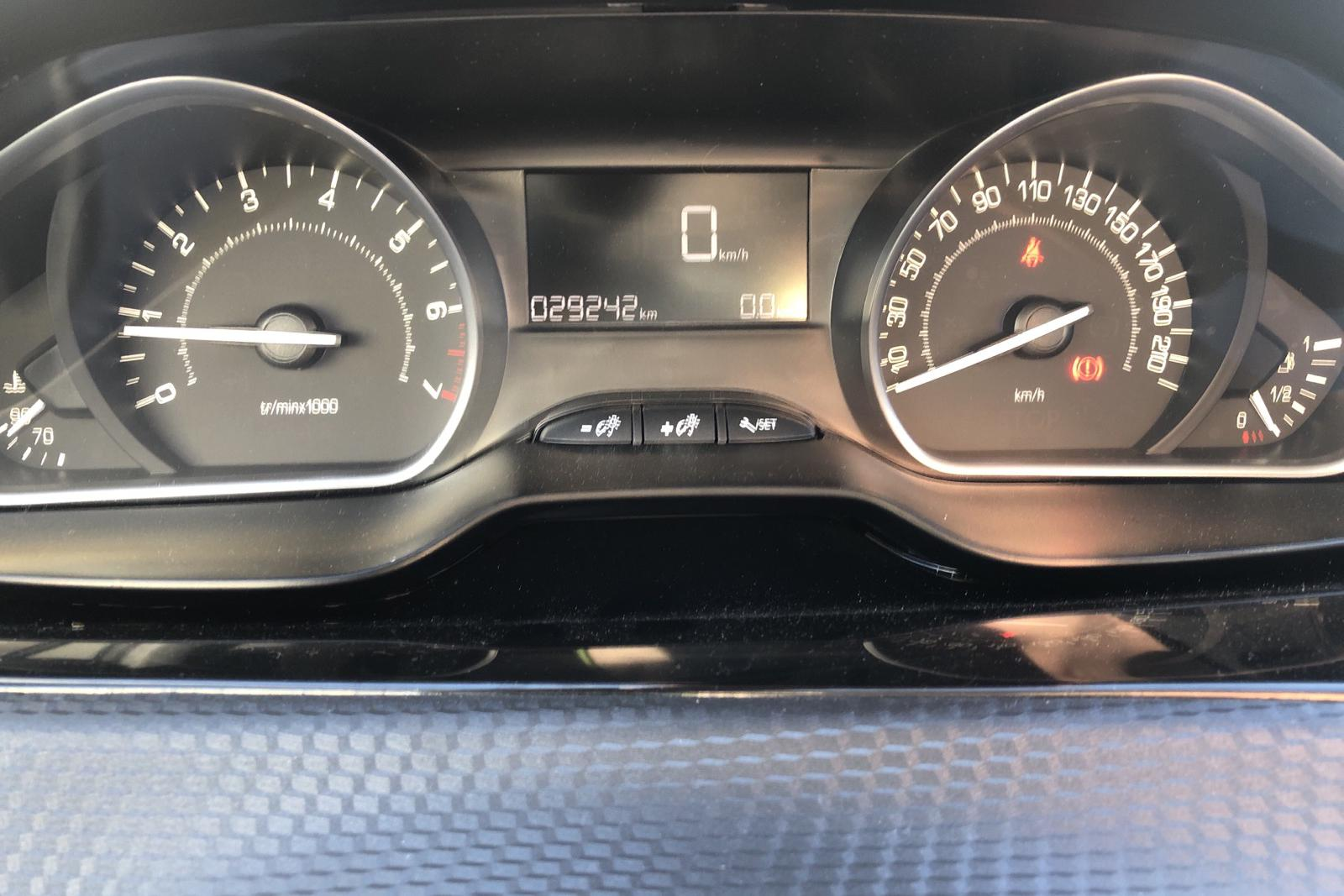 Peugeot 2008 1.2 VTi (82hk) - 29 240 km - Manual - white - 2017