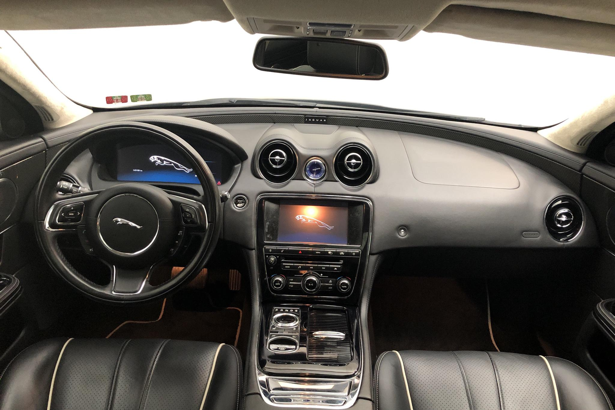 Jaguar XJ 3.0 D (275hk) - 14 320 mil - Automat - svart - 2010