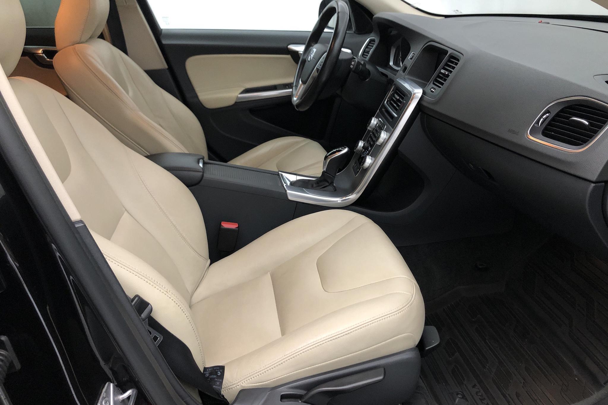 Volvo V60 D4 AWD (190hk) - 7 101 mil - Automat - svart - 2018