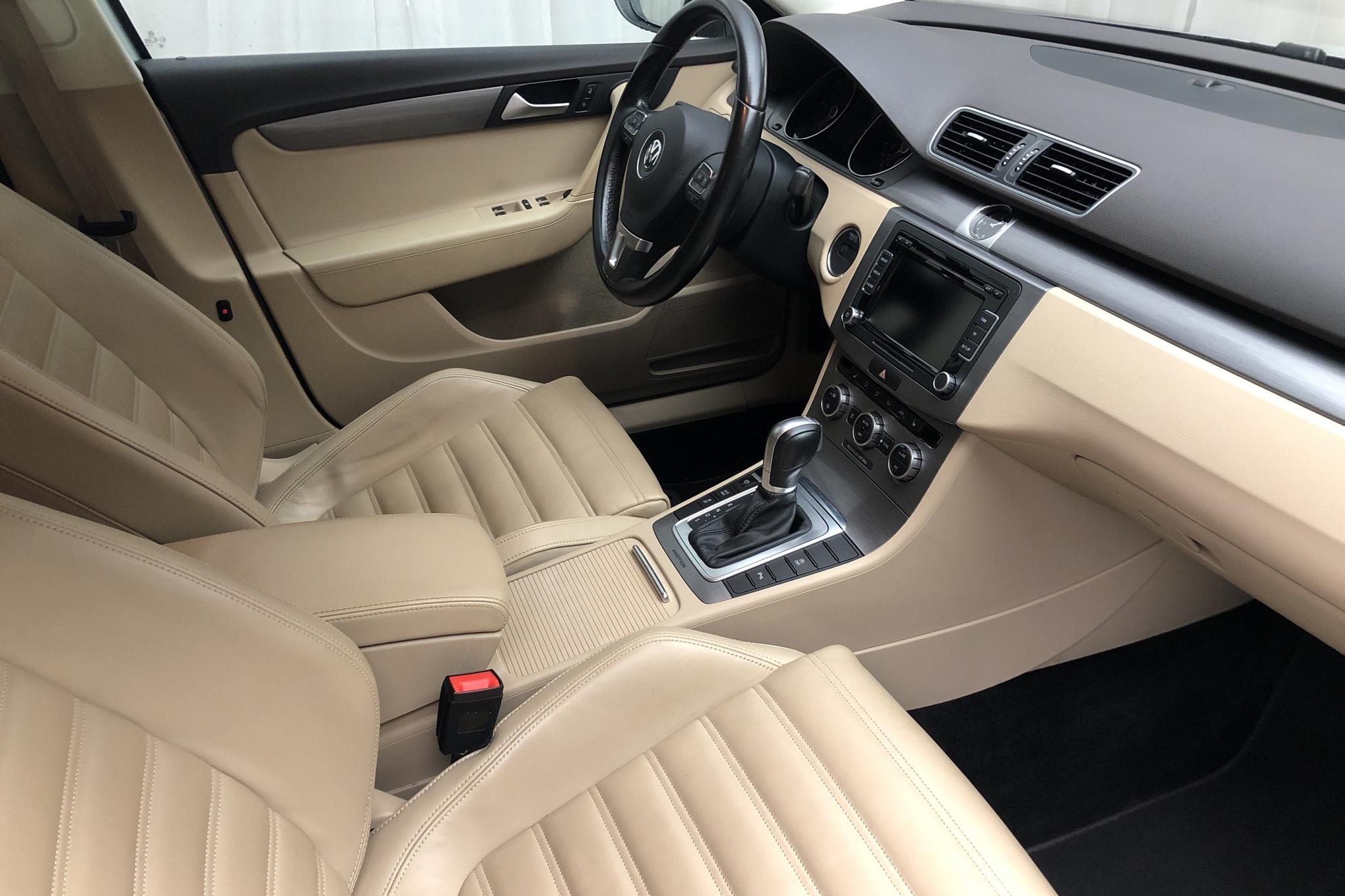 VW Passat 2.0 TDI BlueMotion Technology Variant 4Motion (177hk) - 203 890 km - Automatic - silver - 2015