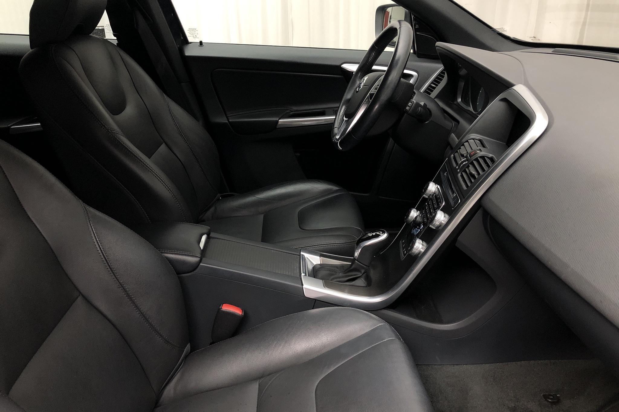 Volvo XC60 D4 2WD (181hk) - 121 860 km - Automatic - gray - 2015