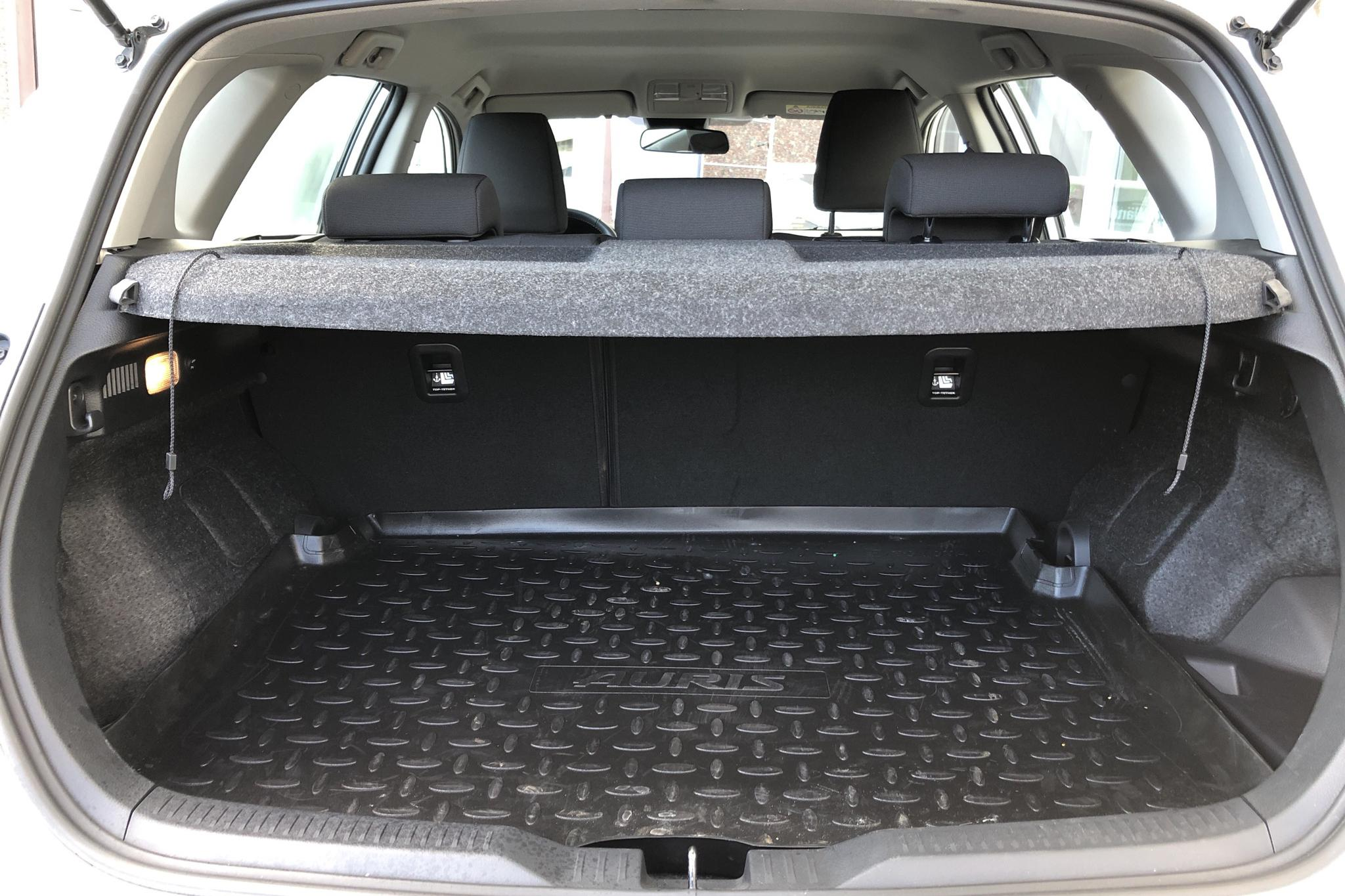 Toyota Auris 1.8 HSD 5dr (99hk) - 18 620 km - Automatic - white - 2018
