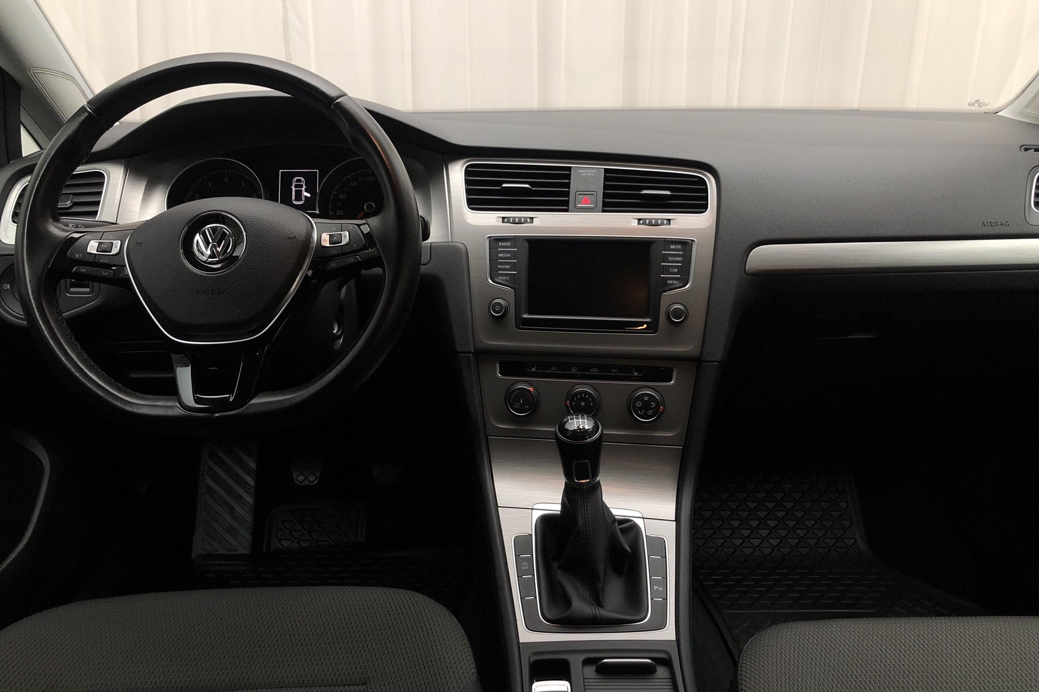 VW Golf VII 1.2 TSI 5dr (110hk) - 54 630 km - Manual - black - 2017