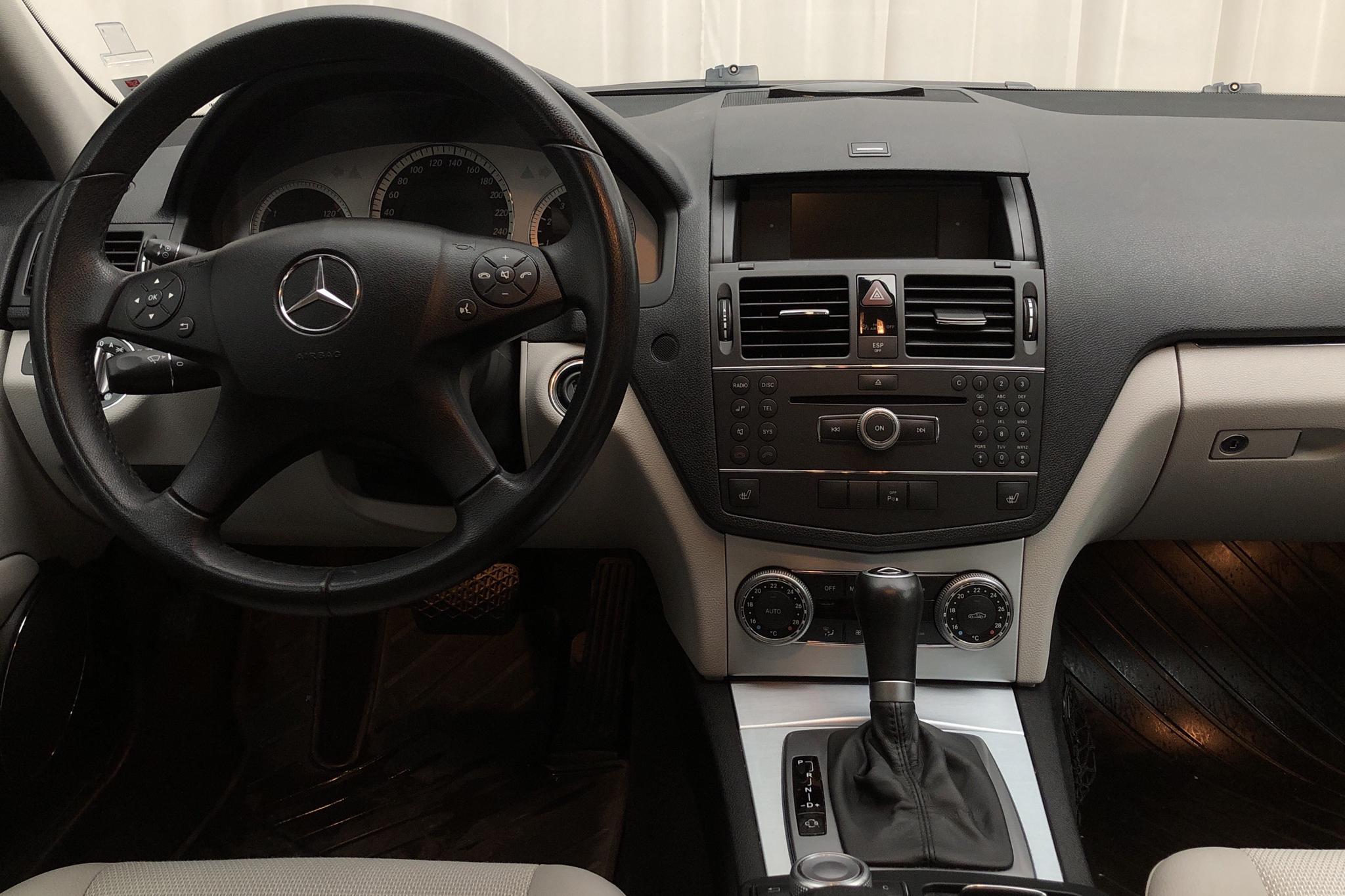 Mercedes C 180 Kompressor W204 (156hk) - 7 978 mil - Automat - silver - 2009