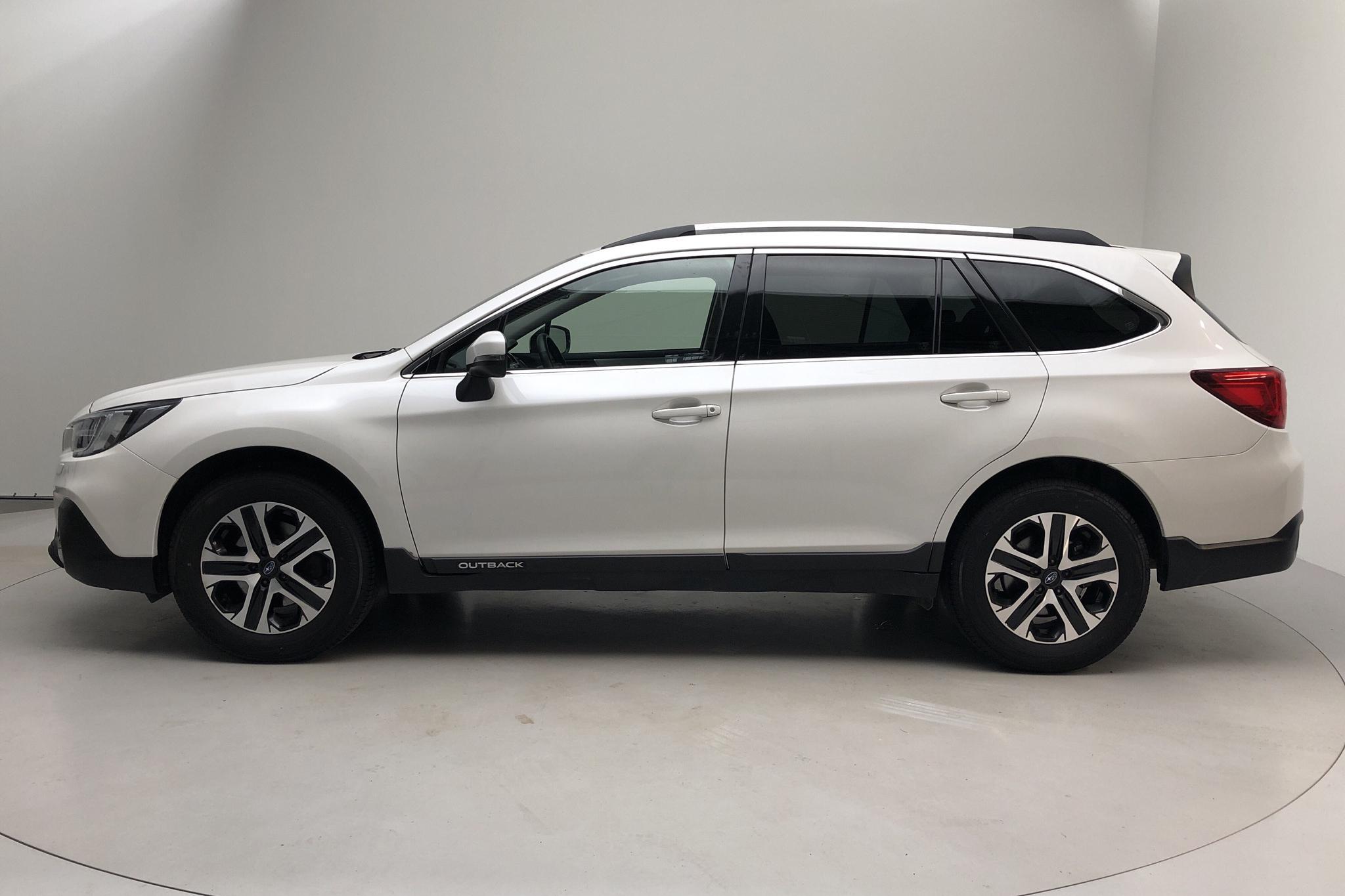 Subaru Outback 2.5i 4WD (173hk) - 6 176 mil - Automat - vit - 2019